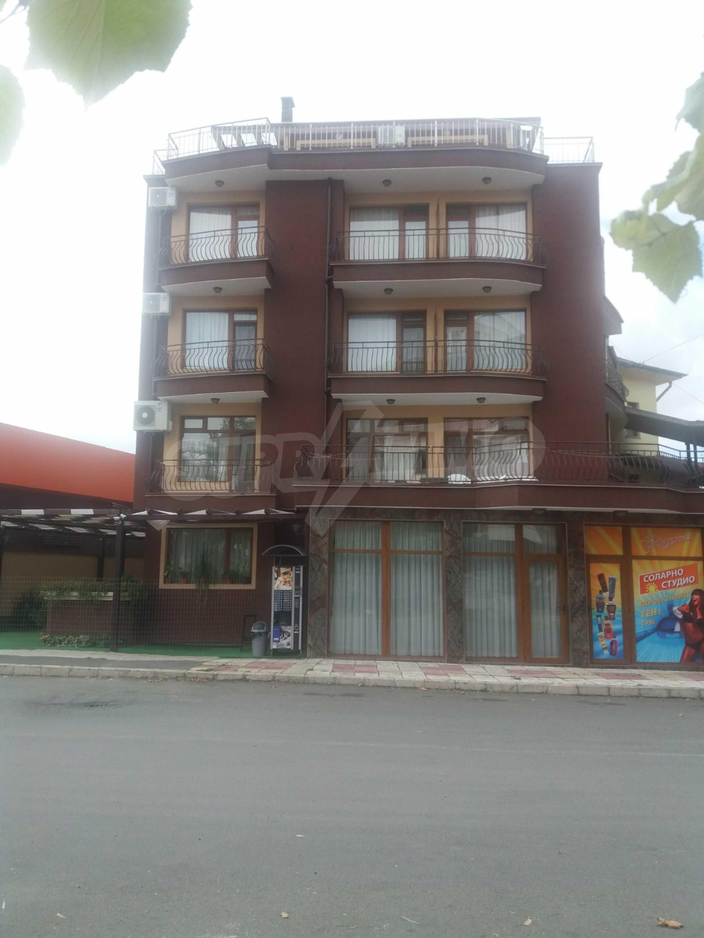Хотел в центъра на Приморско 1