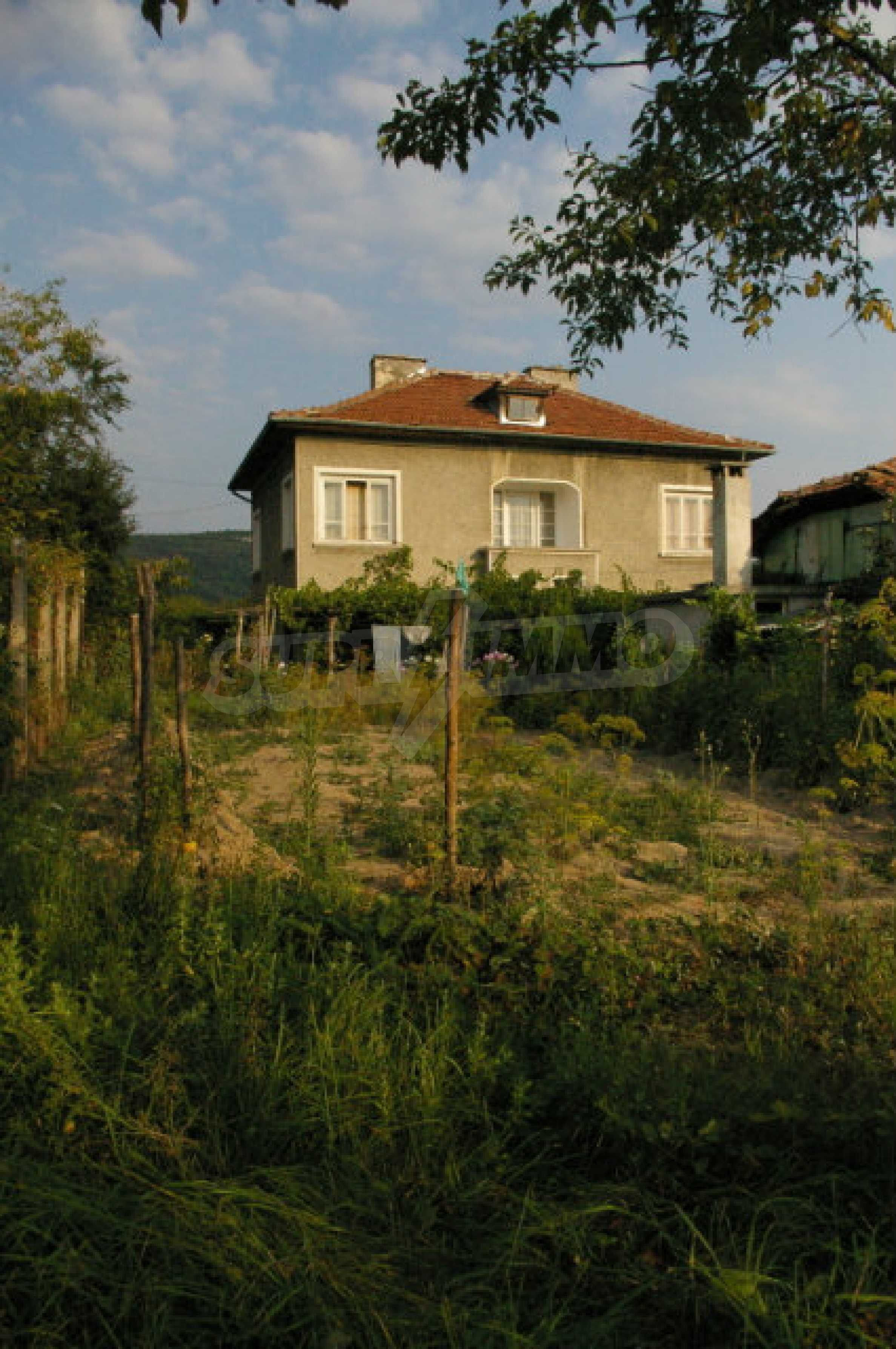 Spacious house with garage in an area with beautiful scenery 2