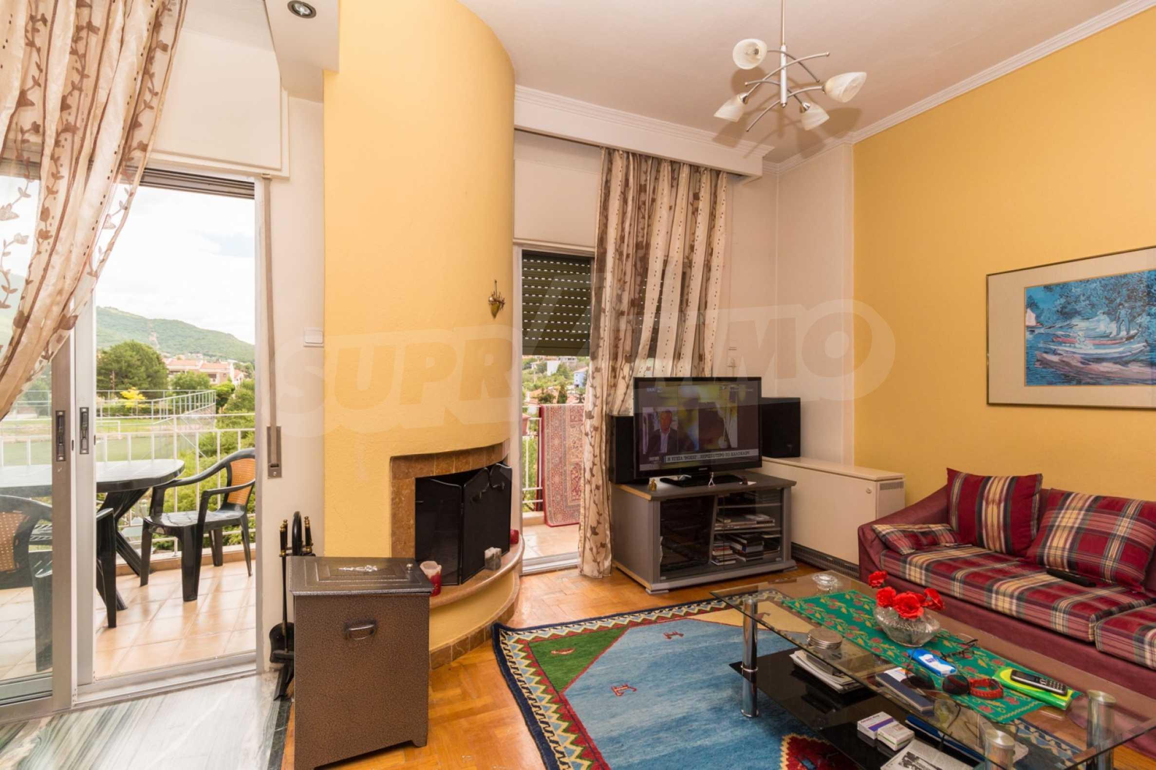 Апартамент  в  Полигирос 11