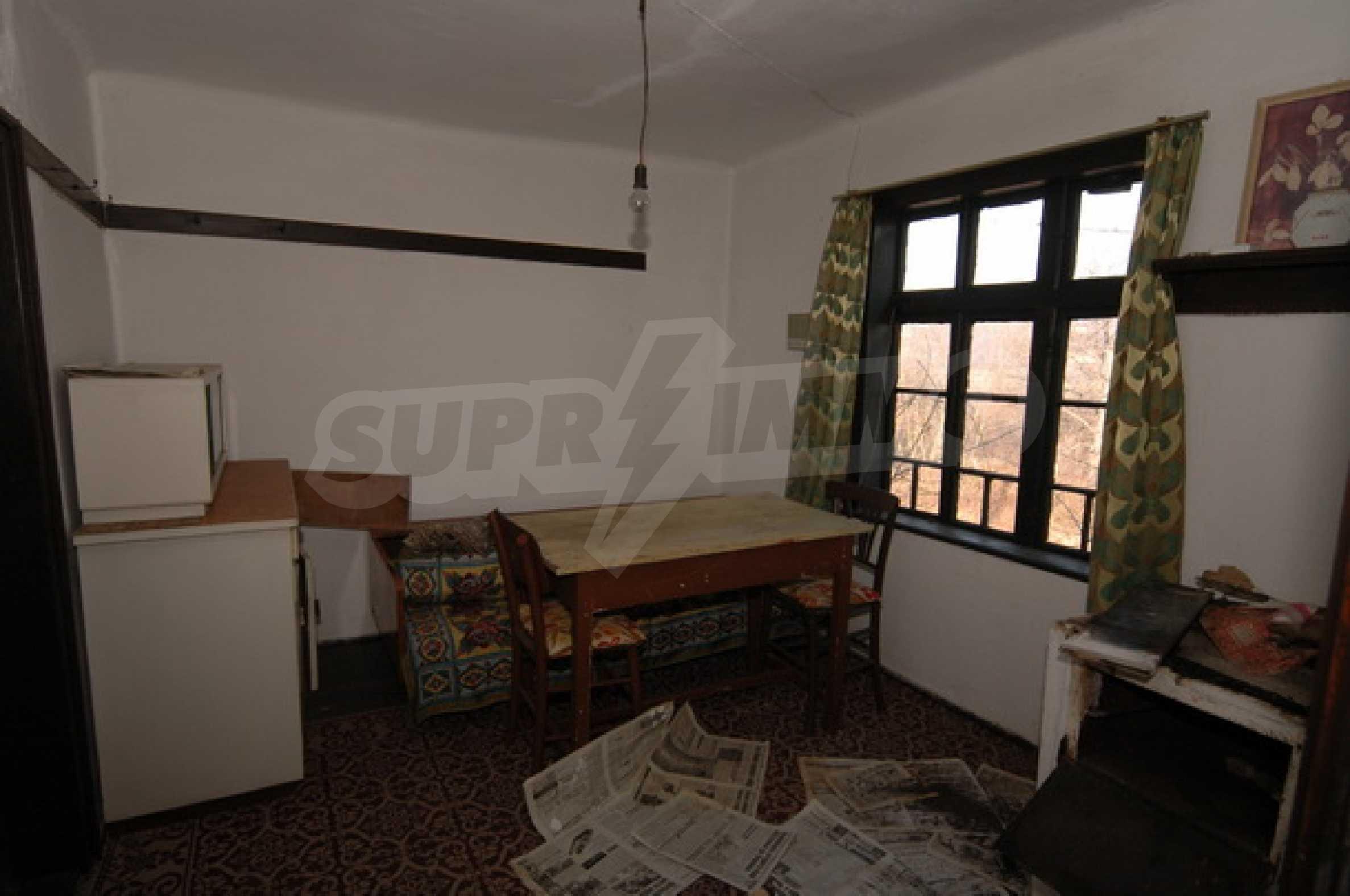 Двуетажна къща на изключително атрактивно място 5