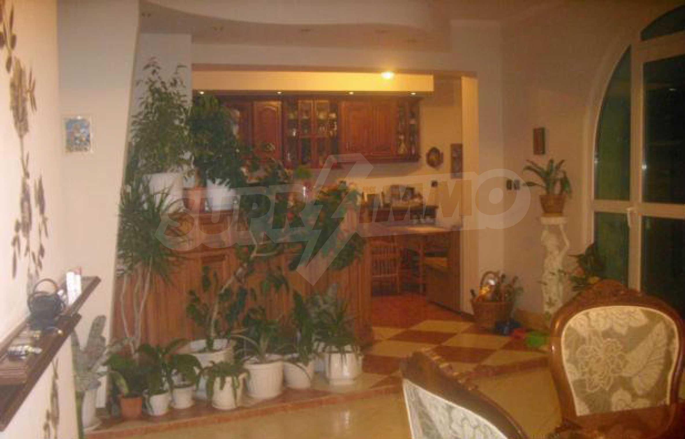 Luxuriös eingerichtetes, großes Haus mit lokaler Heizung in Gabrovo 9