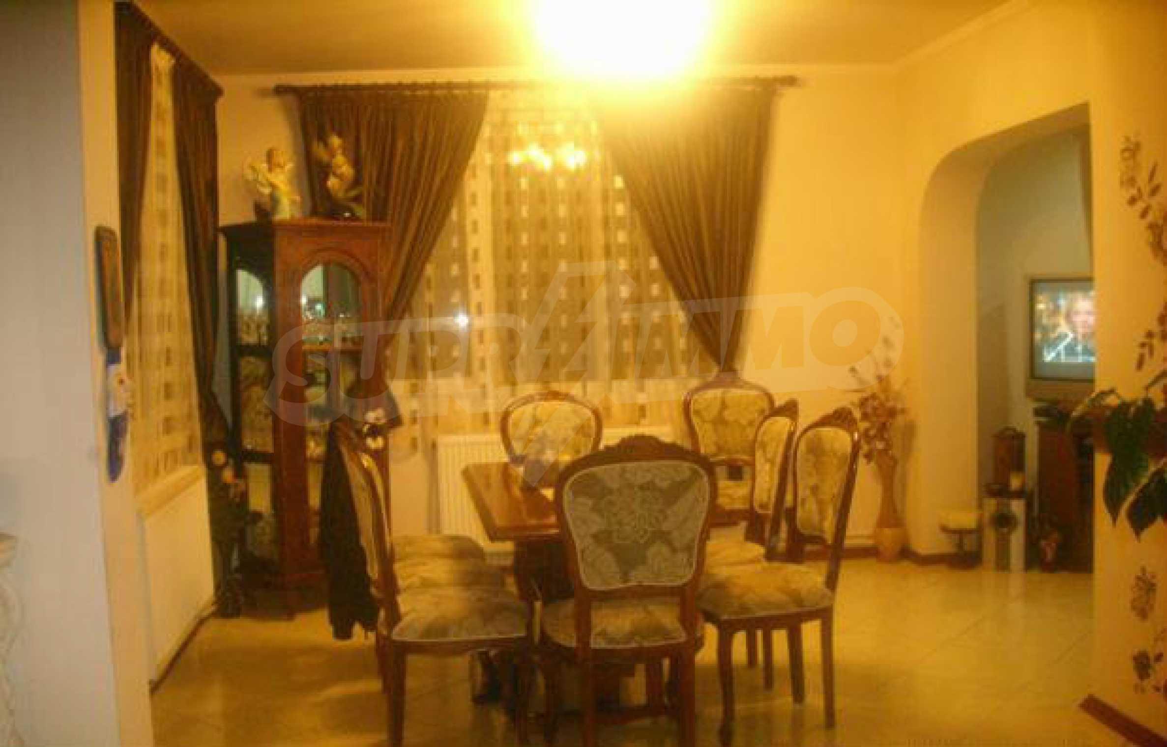 Luxuriös eingerichtetes, großes Haus mit lokaler Heizung in Gabrovo 11