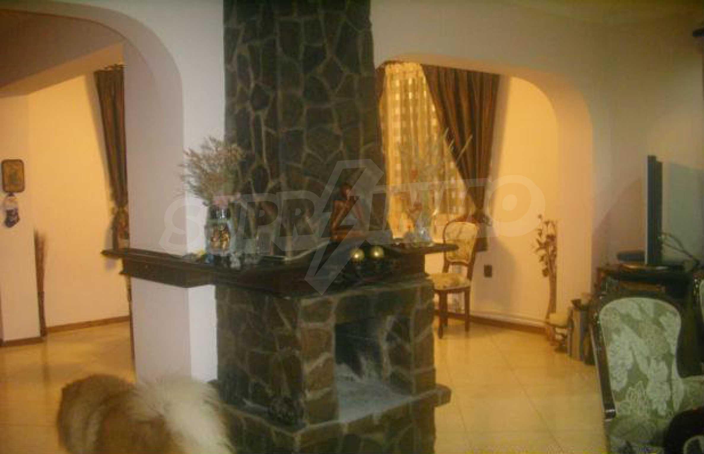 Luxuriös eingerichtetes, großes Haus mit lokaler Heizung in Gabrovo 1