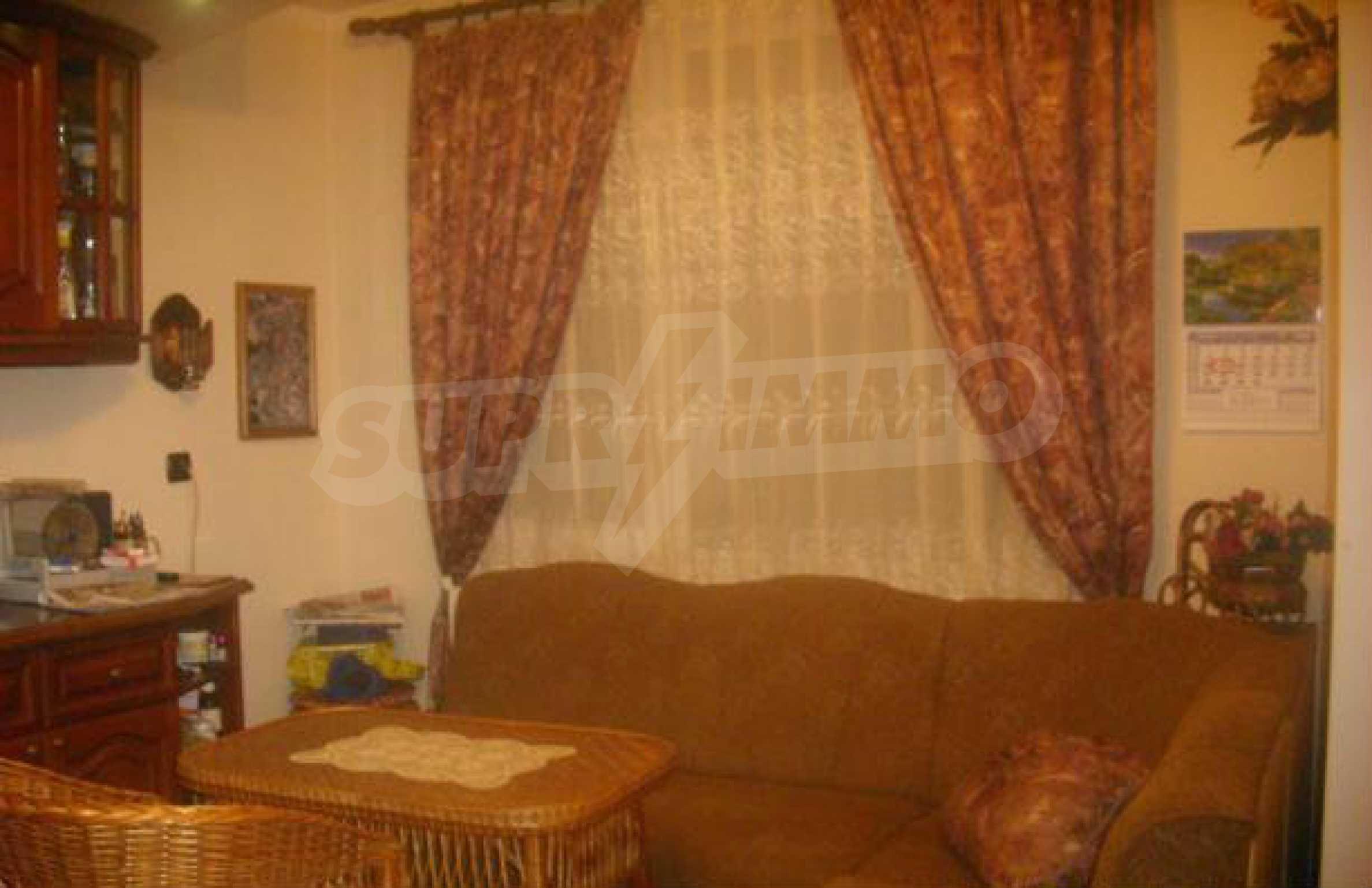 Luxuriös eingerichtetes, großes Haus mit lokaler Heizung in Gabrovo 3