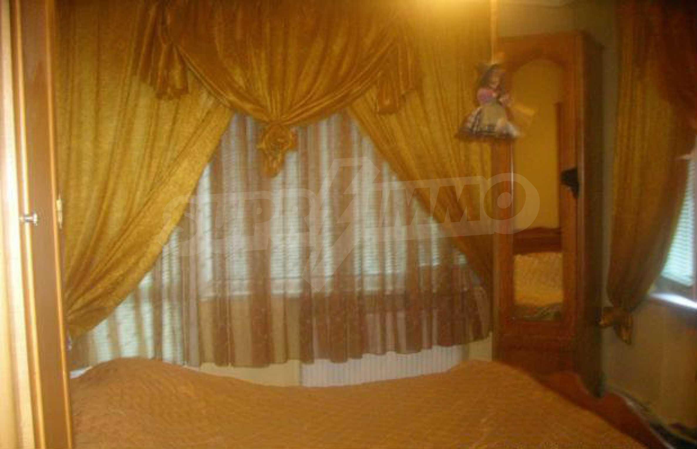 Luxuriös eingerichtetes, großes Haus mit lokaler Heizung in Gabrovo 5