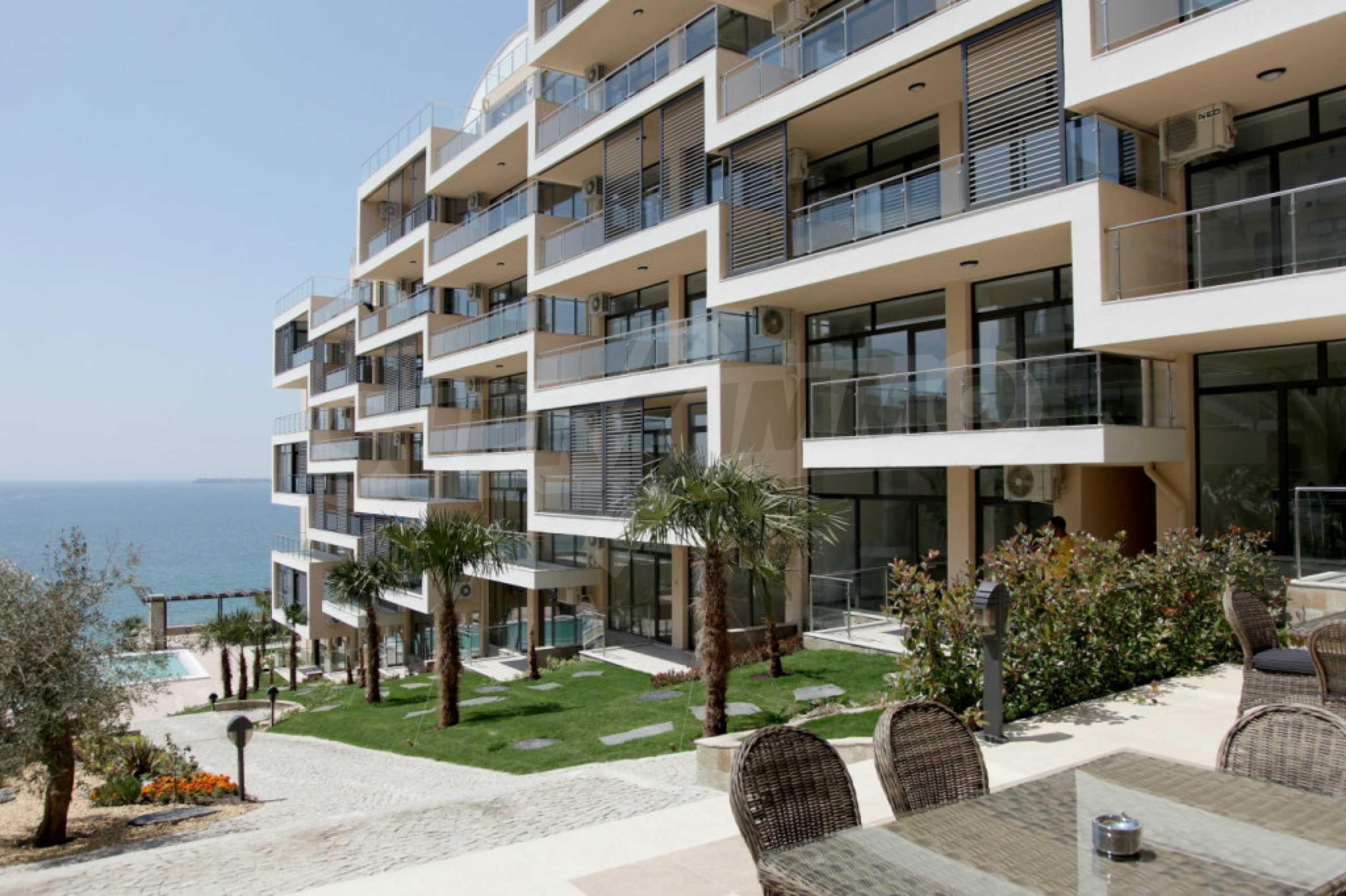 Изискани апартаменти и екстри в комплекс на първа линия море 3