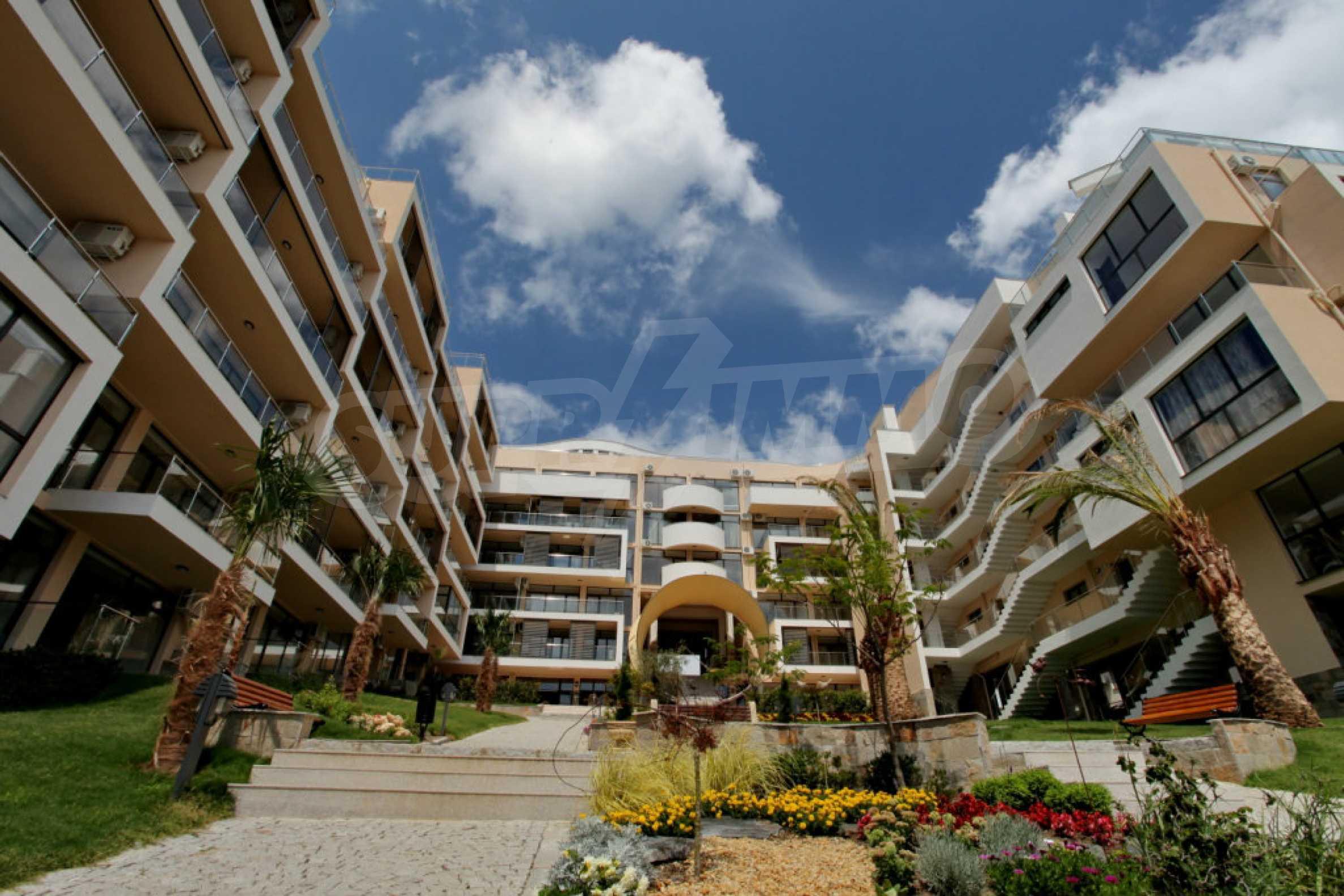 Изискани апартаменти и екстри в комплекс на първа линия море 21
