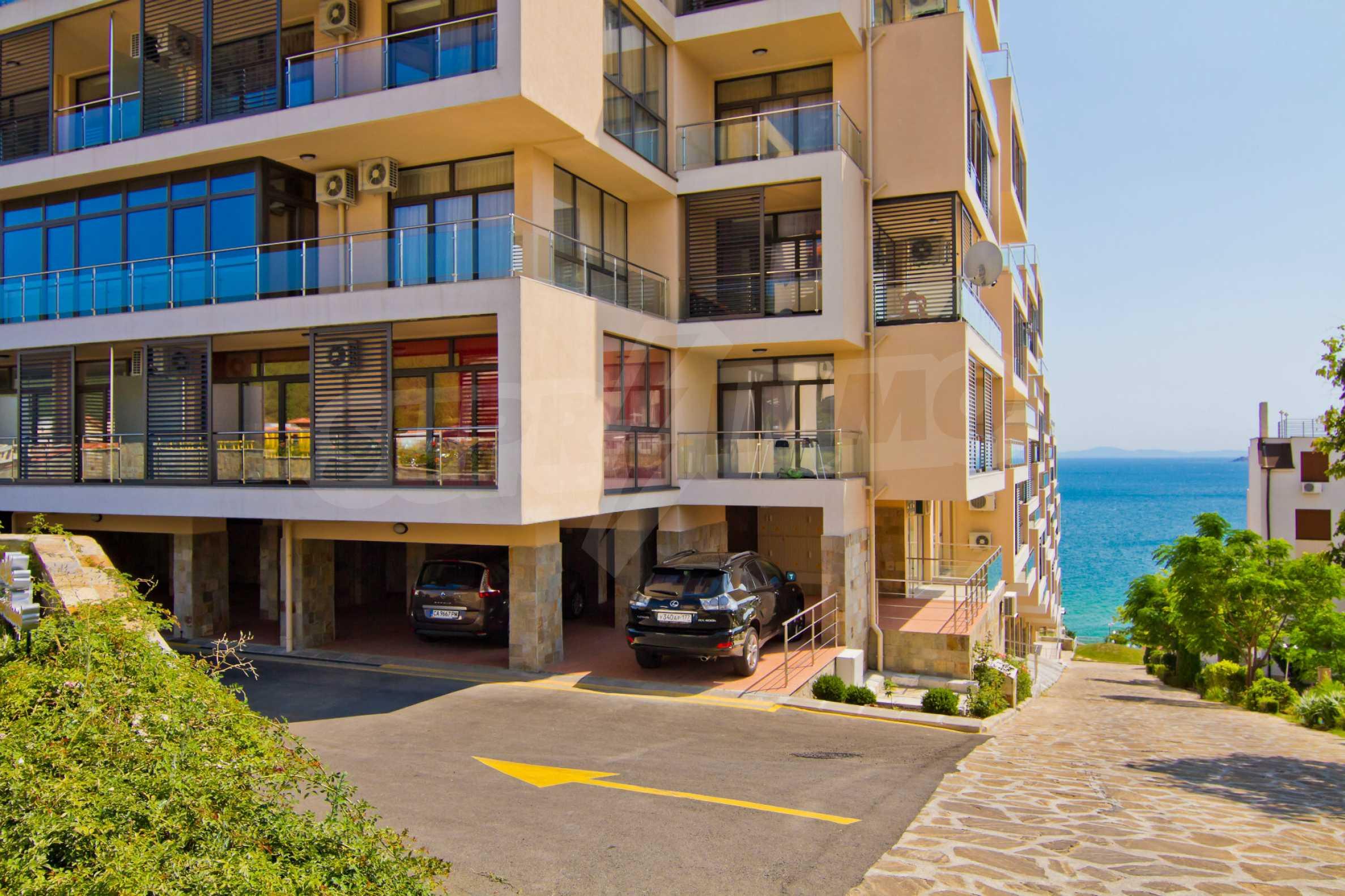 Изискани апартаменти и екстри в комплекс на първа линия море 7