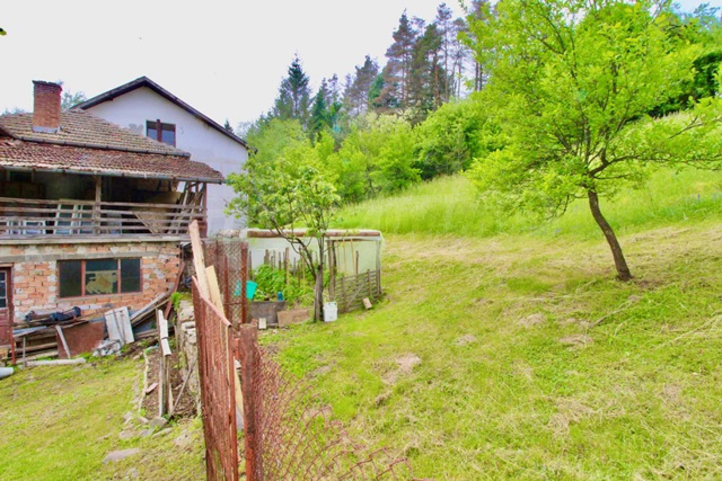 Голяма двуетажна къща  в малък град близо до Трявна  15