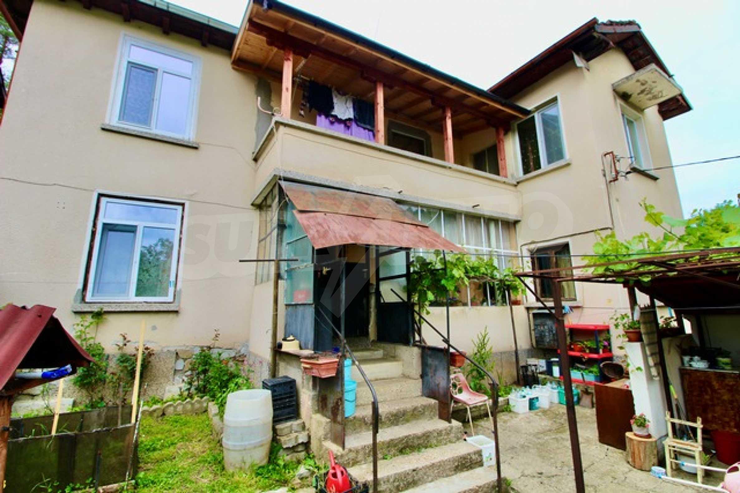 Голяма двуетажна къща  в малък град близо до Трявна  1