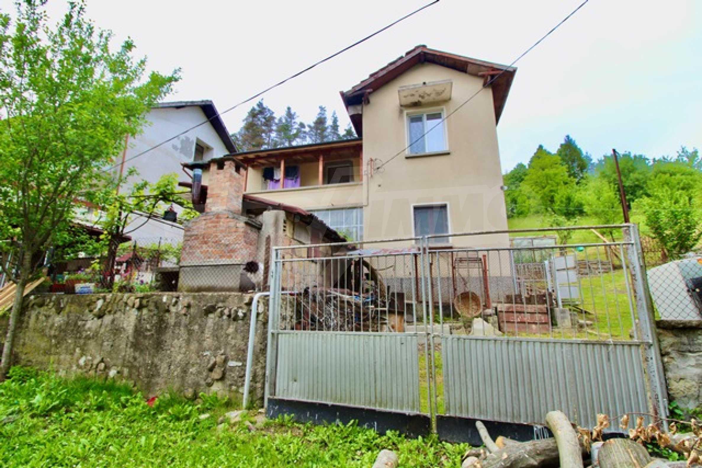 Голяма двуетажна къща  в малък град близо до Трявна  19