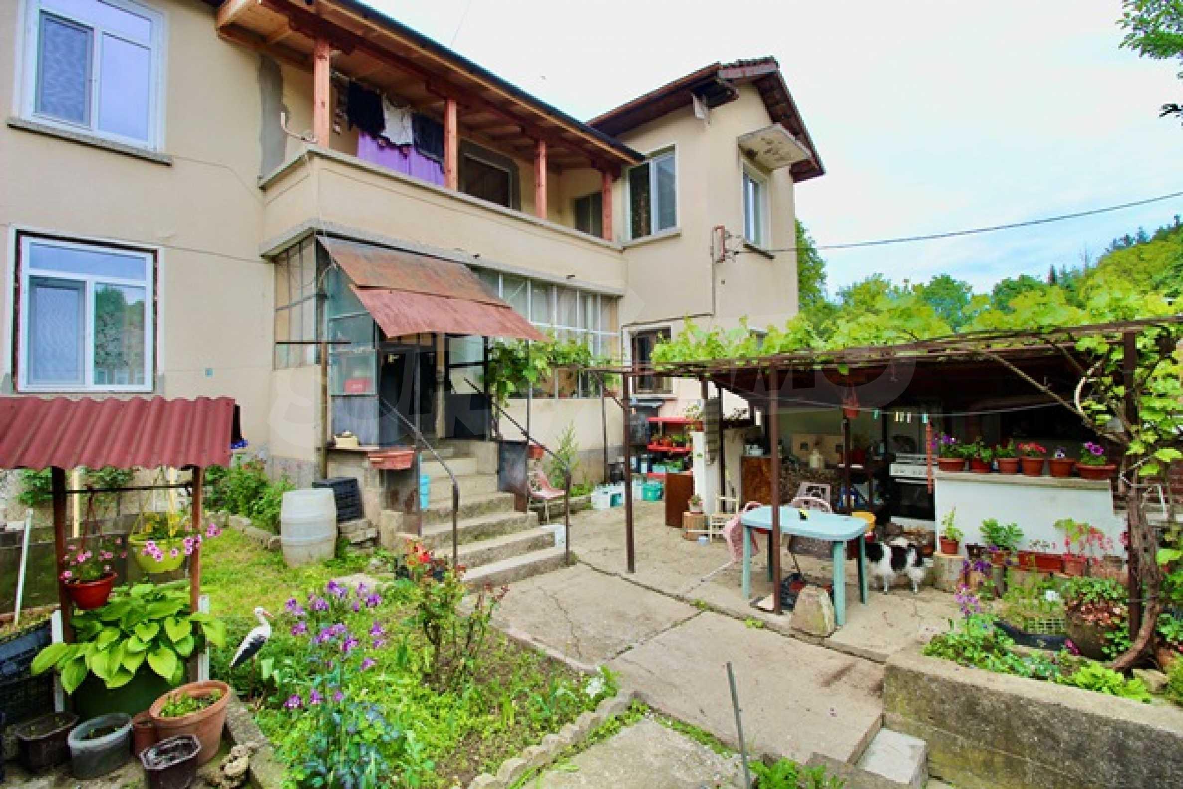 Голяма двуетажна къща  в малък град близо до Трявна  21