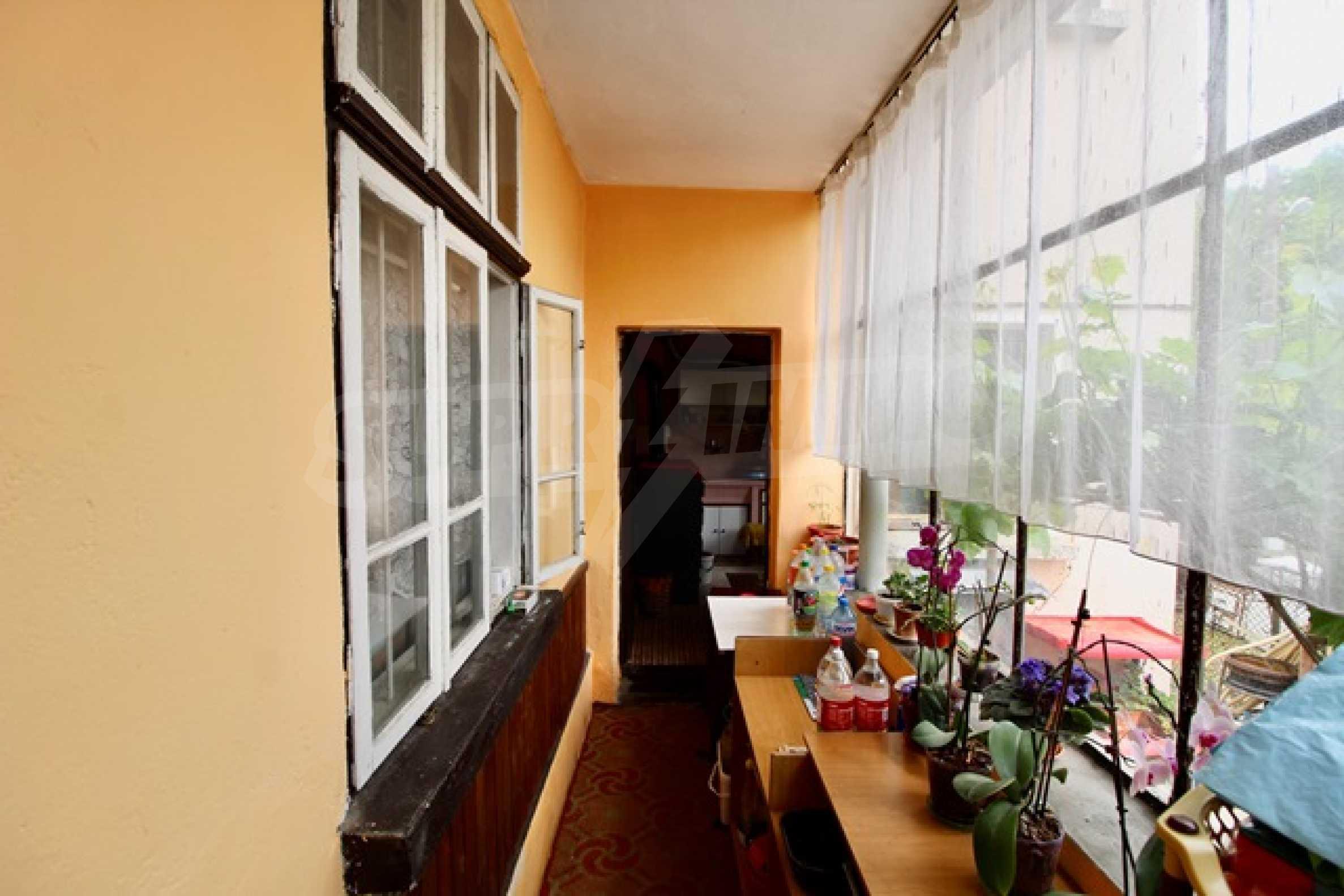 Голяма двуетажна къща  в малък град близо до Трявна  22