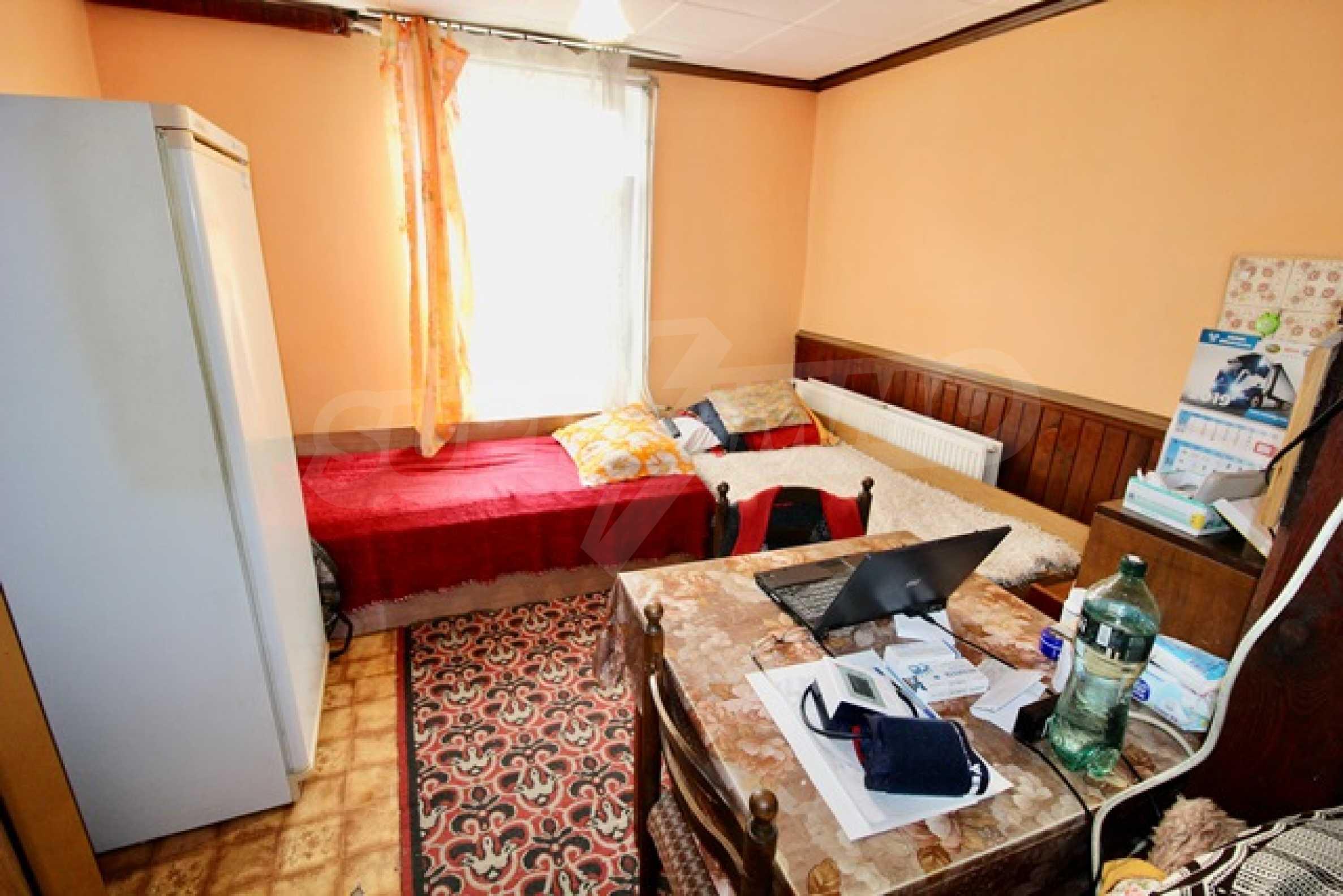 Голяма двуетажна къща  в малък град близо до Трявна  24
