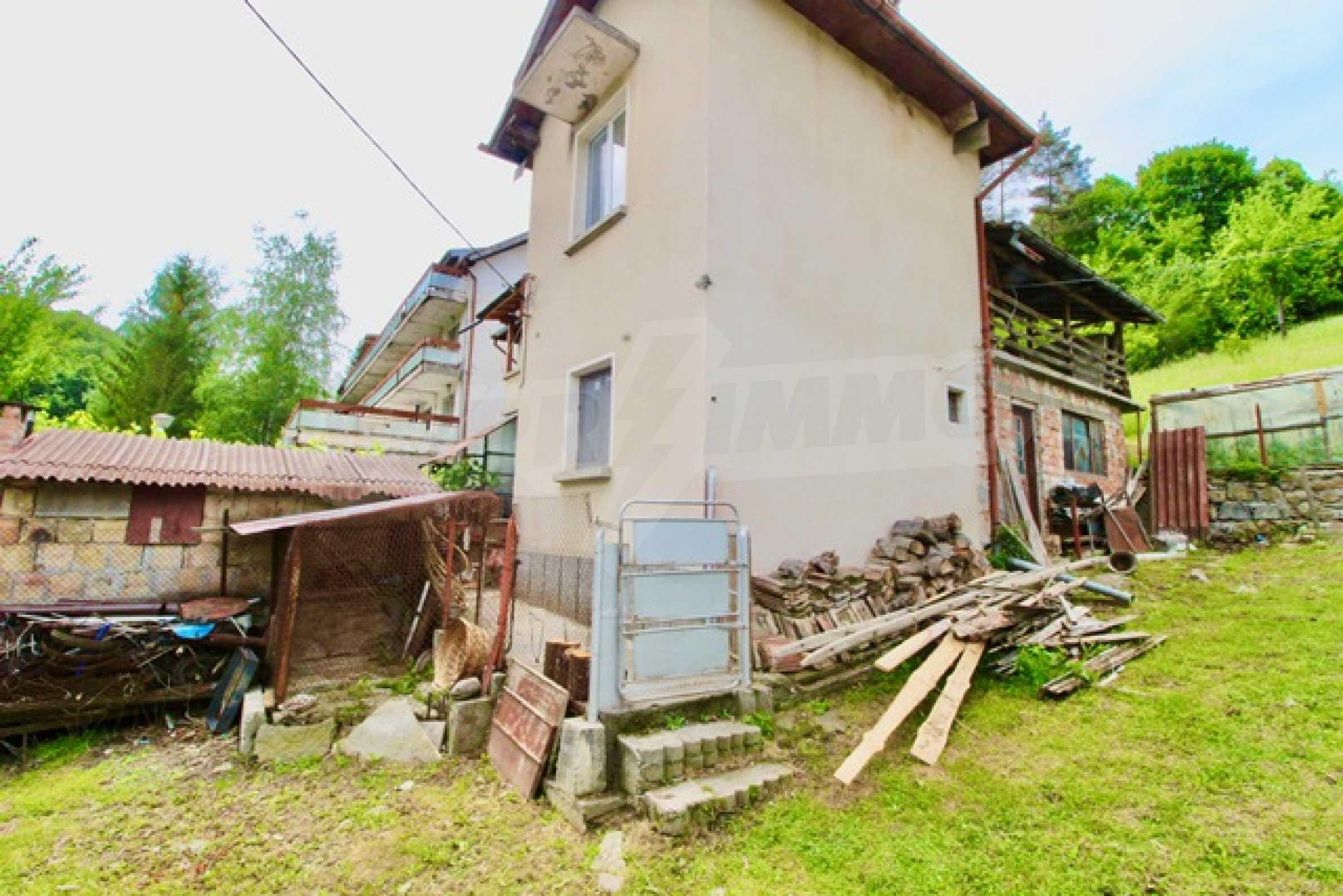 Голяма двуетажна къща  в малък град близо до Трявна  52