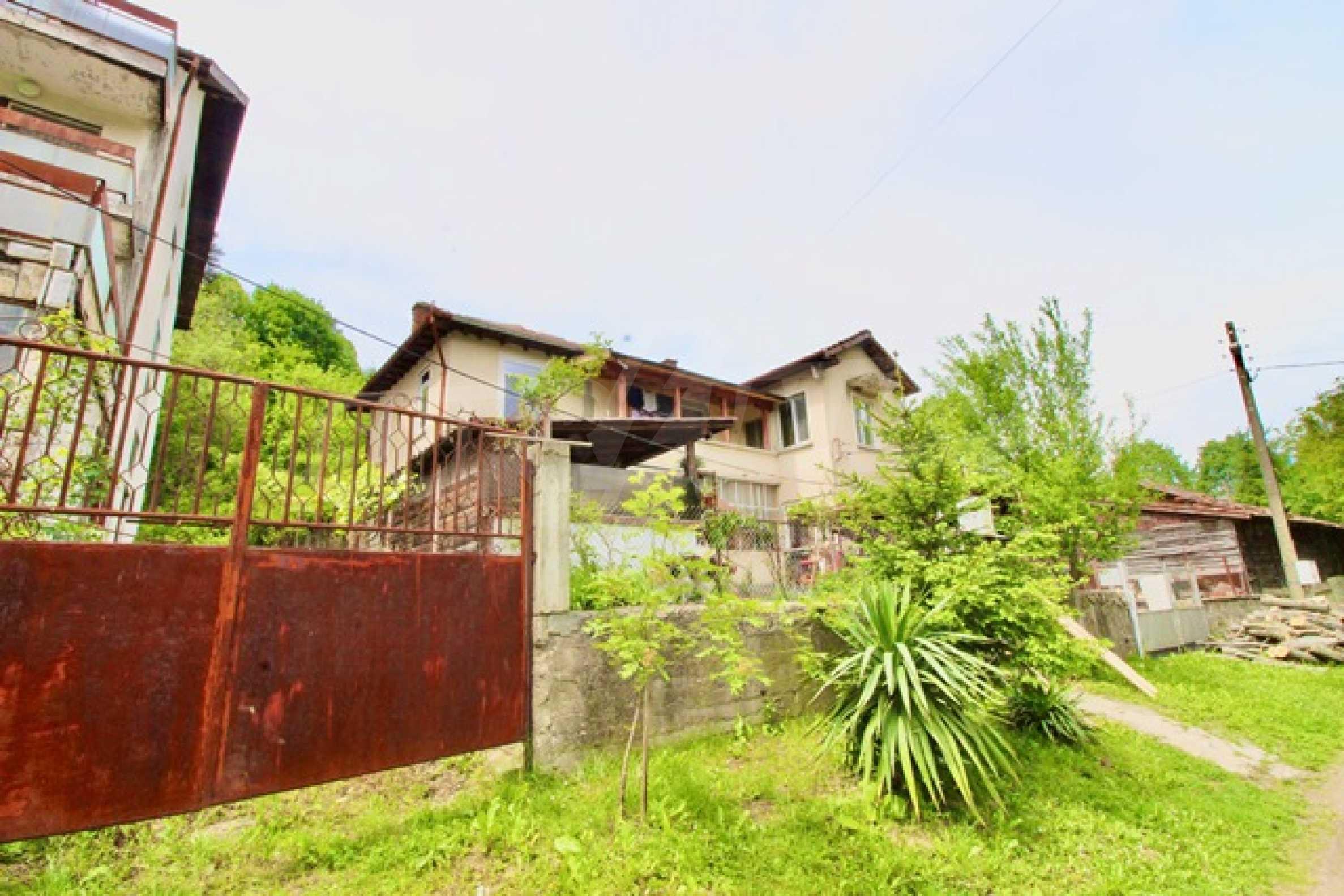Голяма двуетажна къща  в малък град близо до Трявна  54