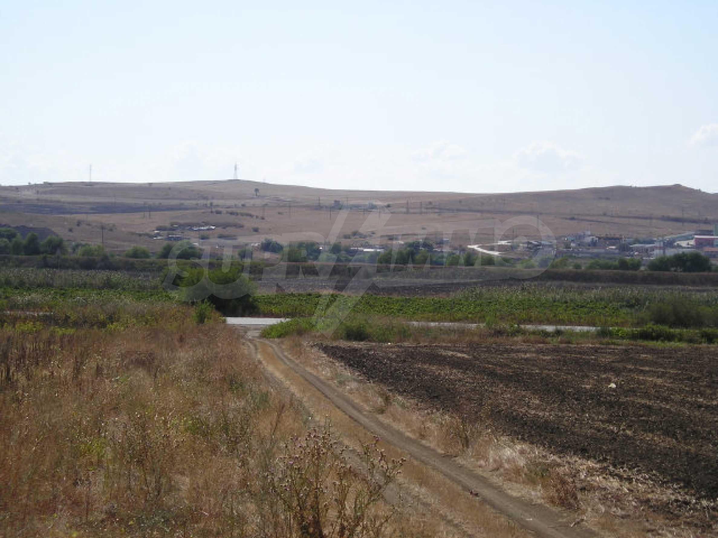 Bauland zum Verkauf in der Nähe von Sonnenstrand 9
