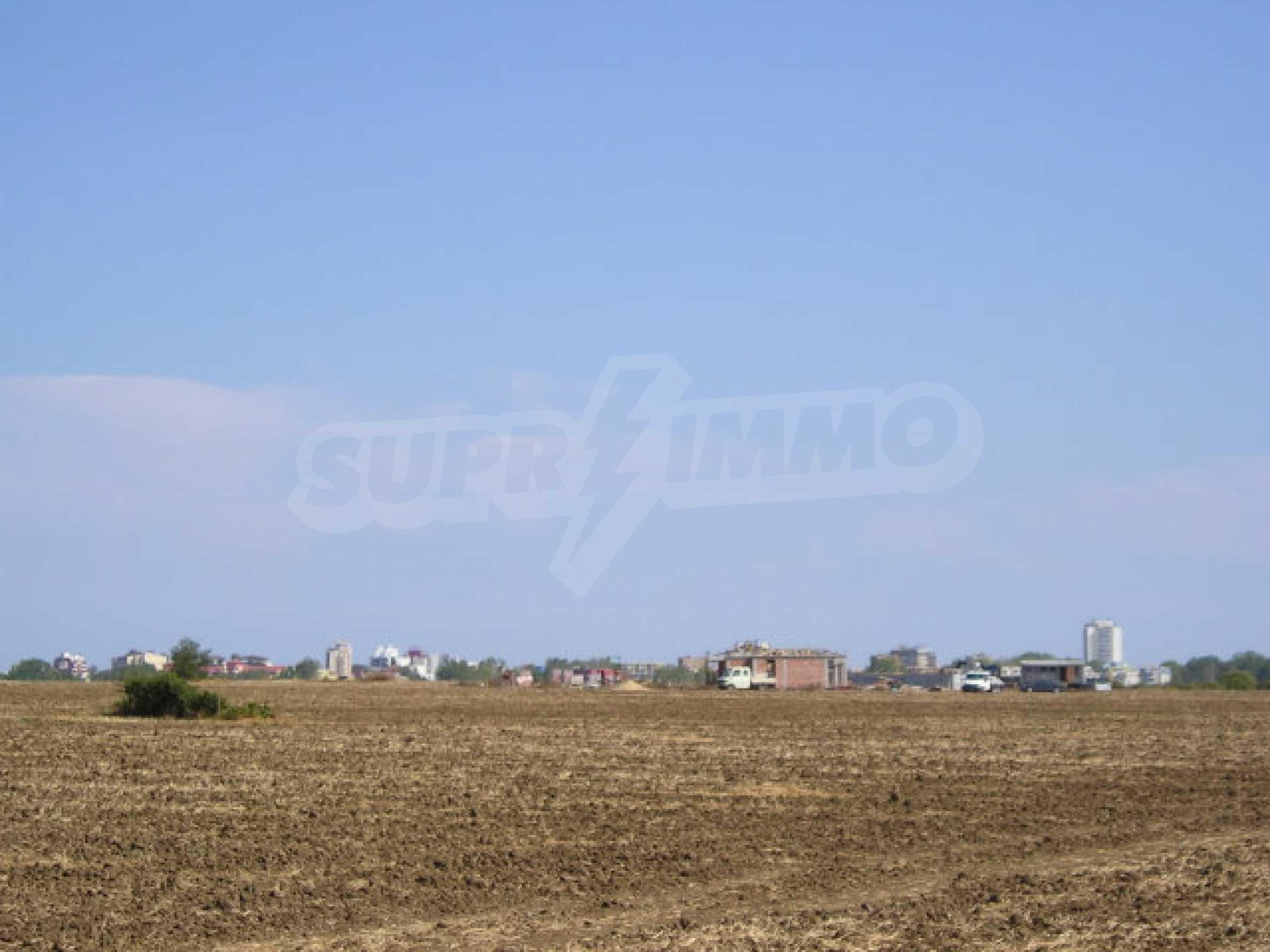 Bauland zum Verkauf in der Nähe von Sonnenstrand 7