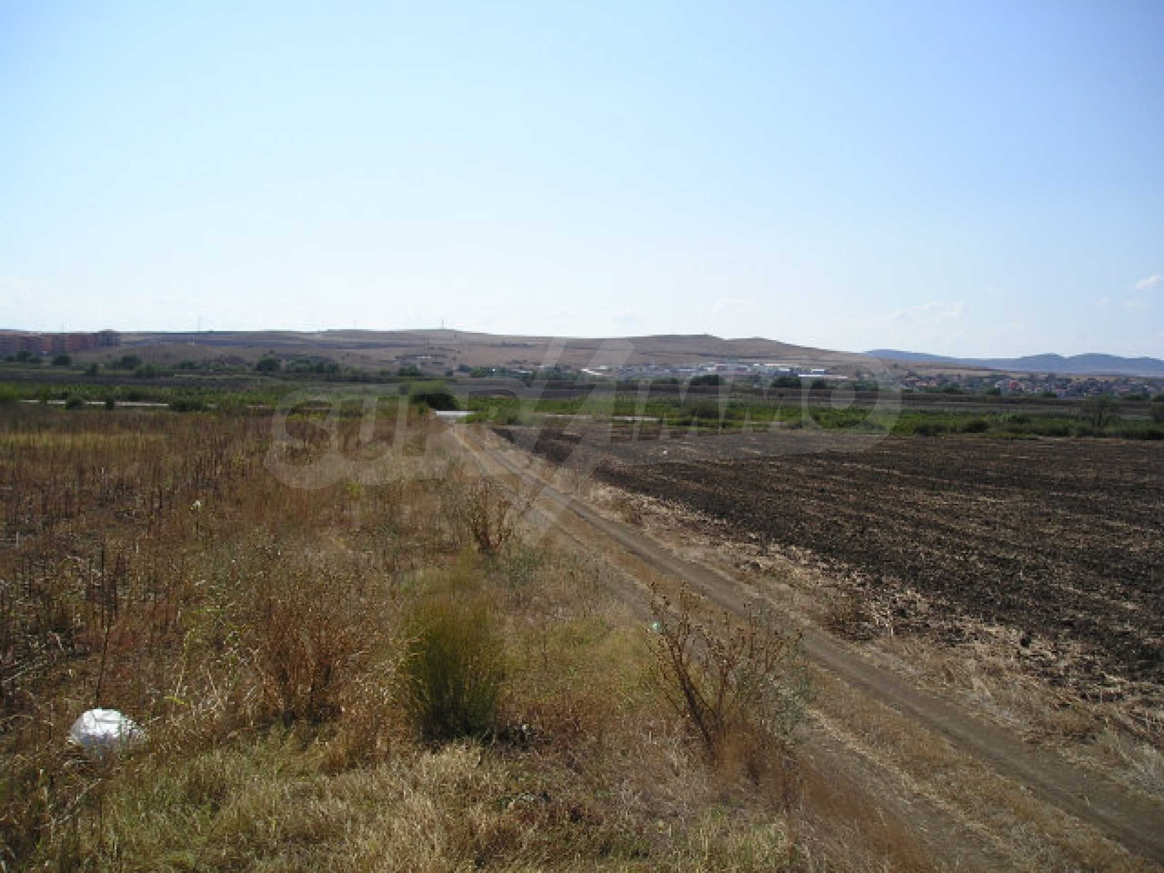 Bauland zum Verkauf in der Nähe von Sonnenstrand 8