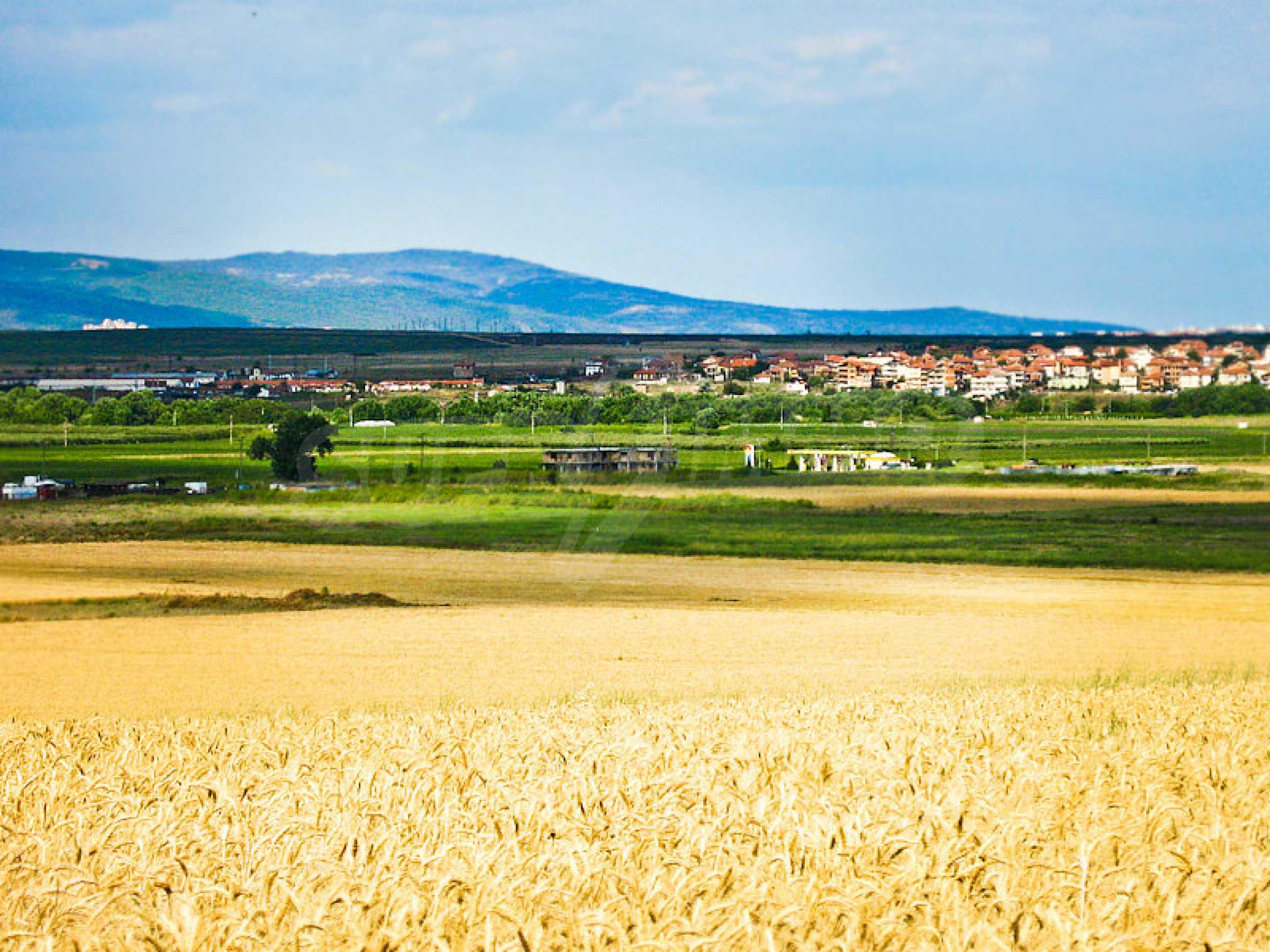 Geregeltes Grundstück zwischen Aheloy und Kableshkovo 2