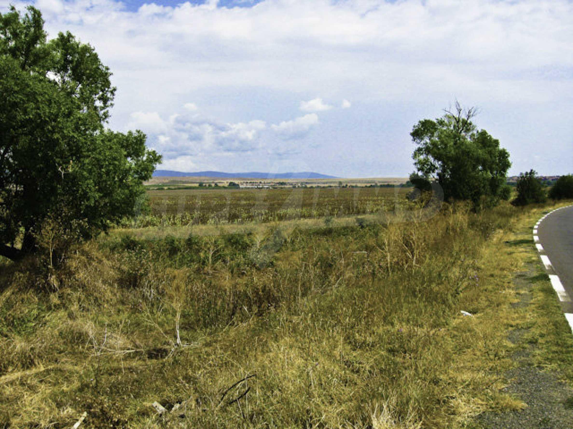 Geregeltes Grundstück in der Nähe des Badeortes Sonnenstrand 1