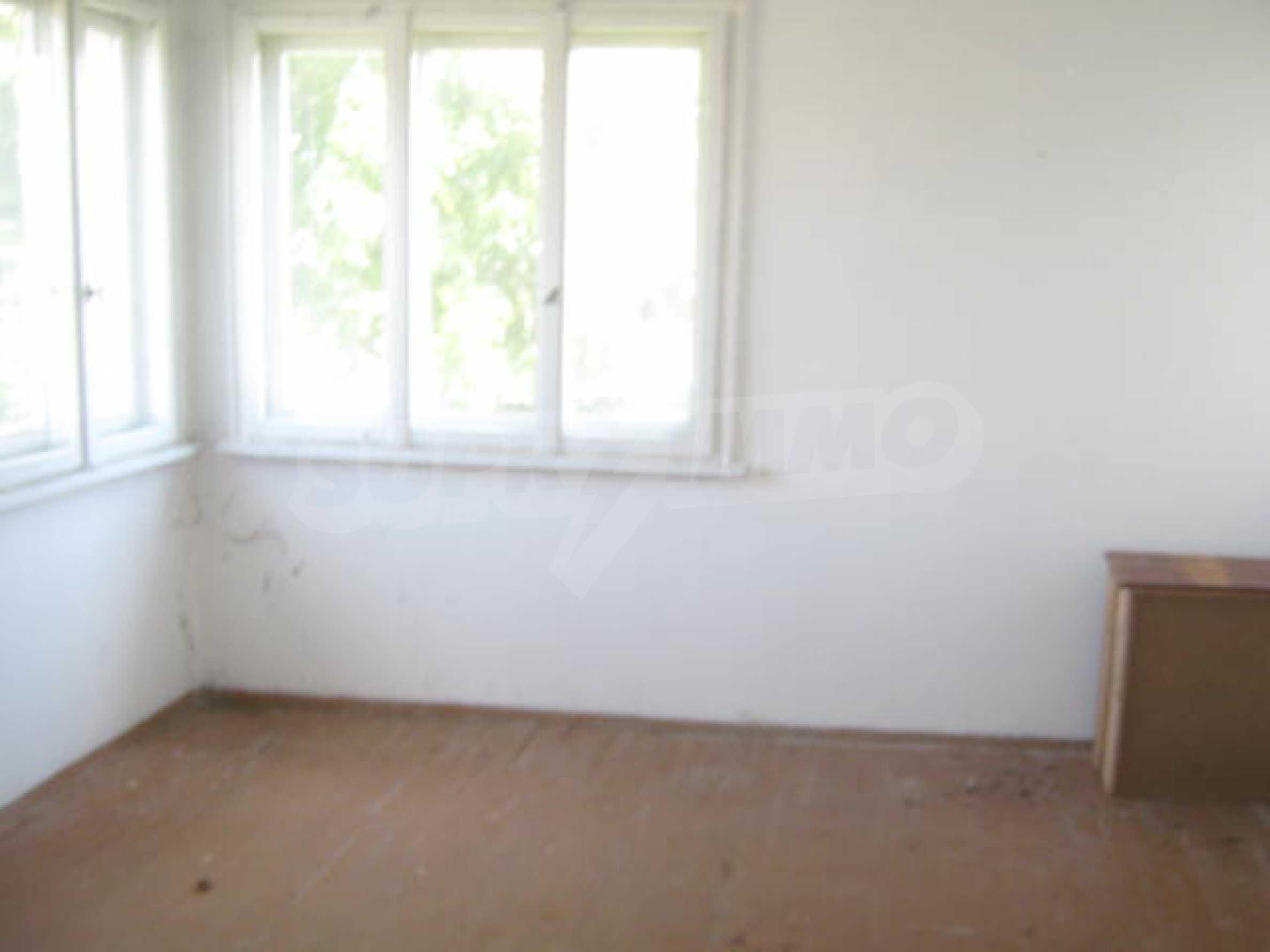 Zweistöckiges Haus neben der Stadt Widin zu verkaufen 12
