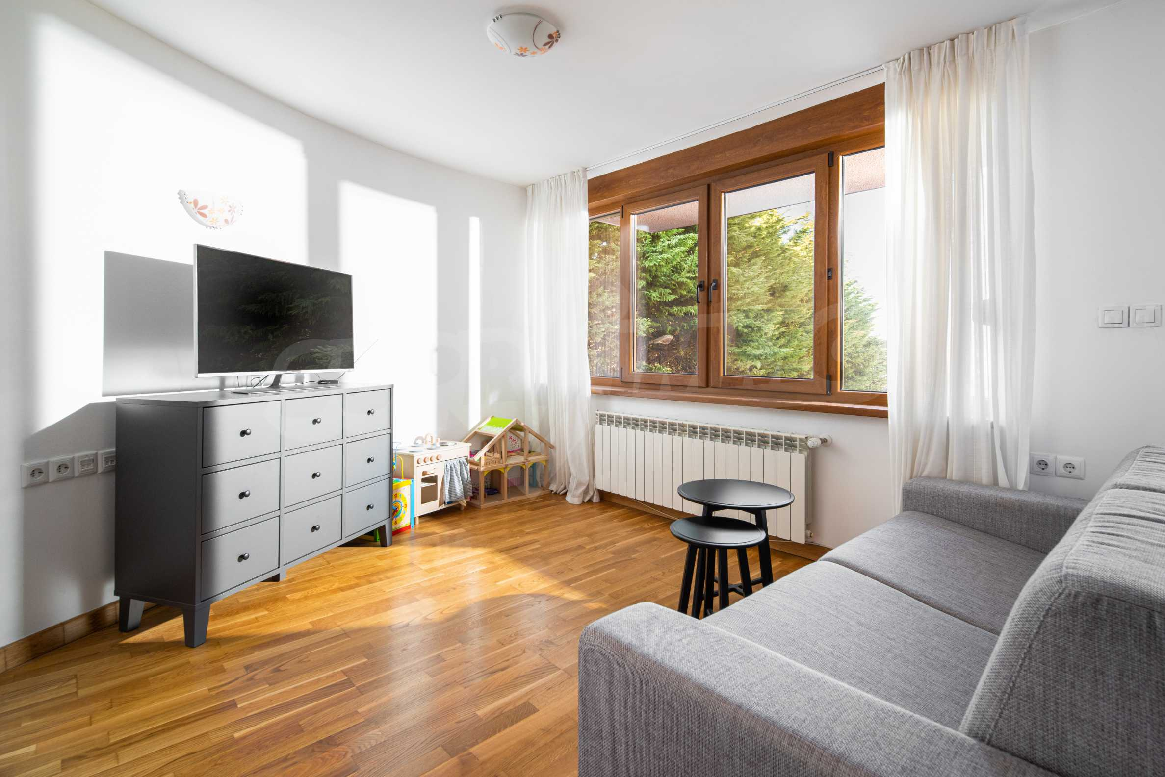 Cozy and bright studio for sale in a well-maintained complex at the foot of Vitosha Mountain