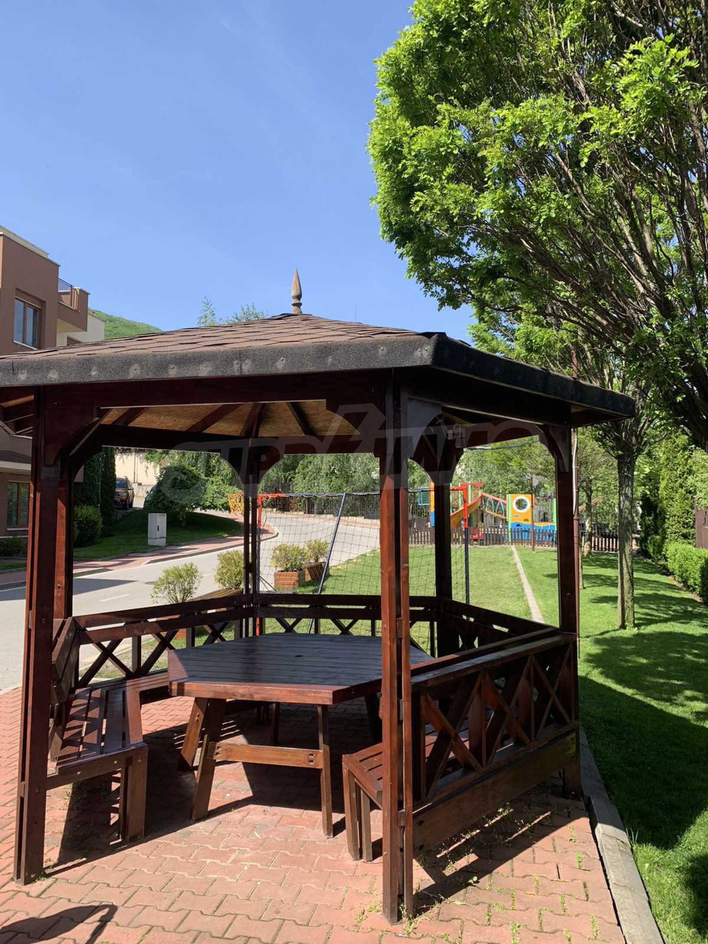 Cozy and bright studio for sale in a well-maintained complex at the foot of Vitosha Mountain 5