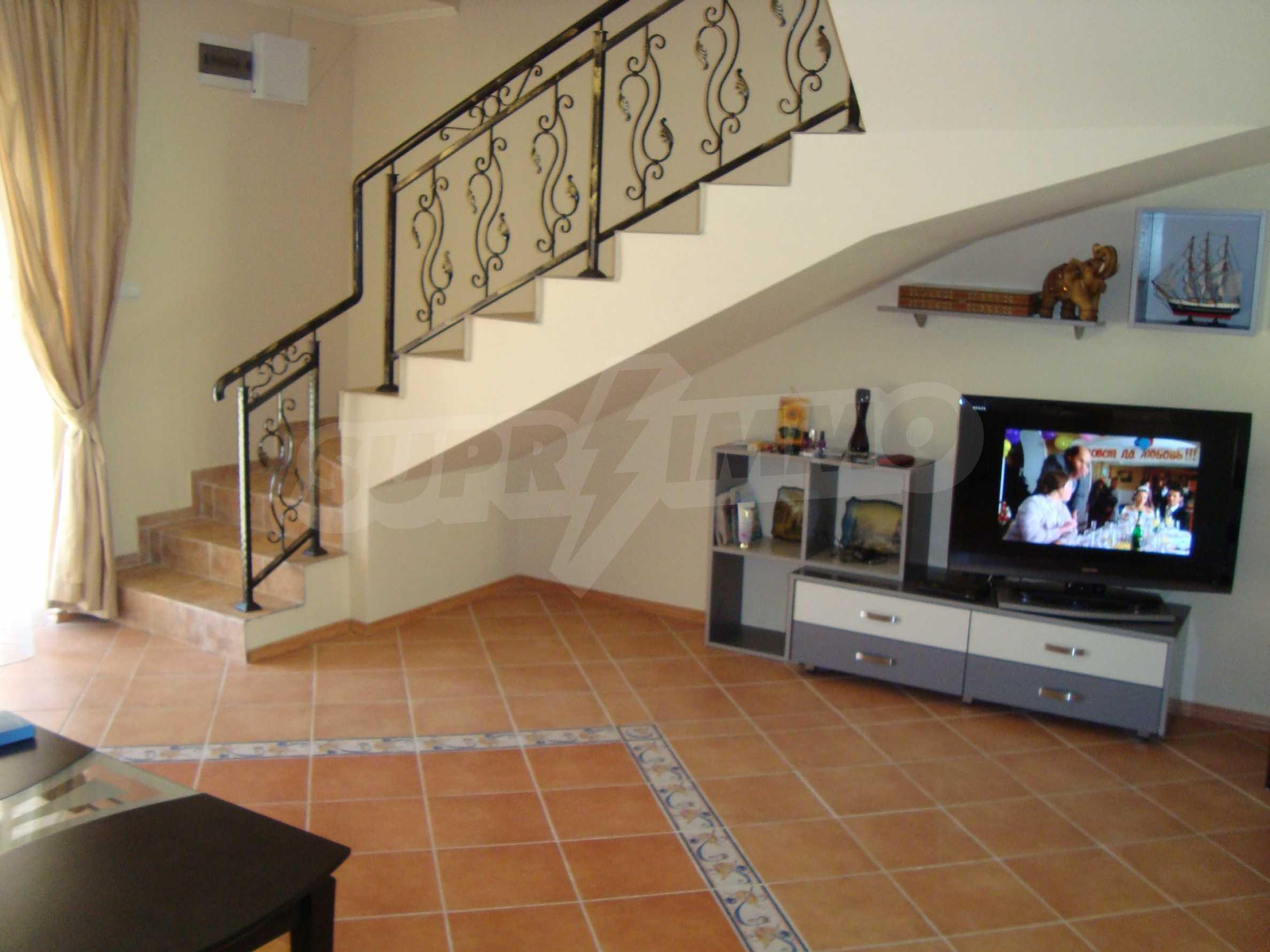 2-stöckige Villa zum Verkauf in Elenite Feriendorf, 11