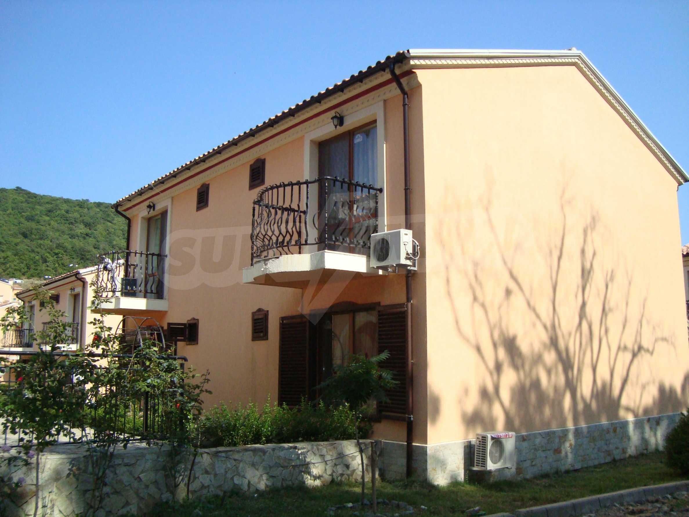 2-stöckige Villa zum Verkauf in Elenite Feriendorf, 1