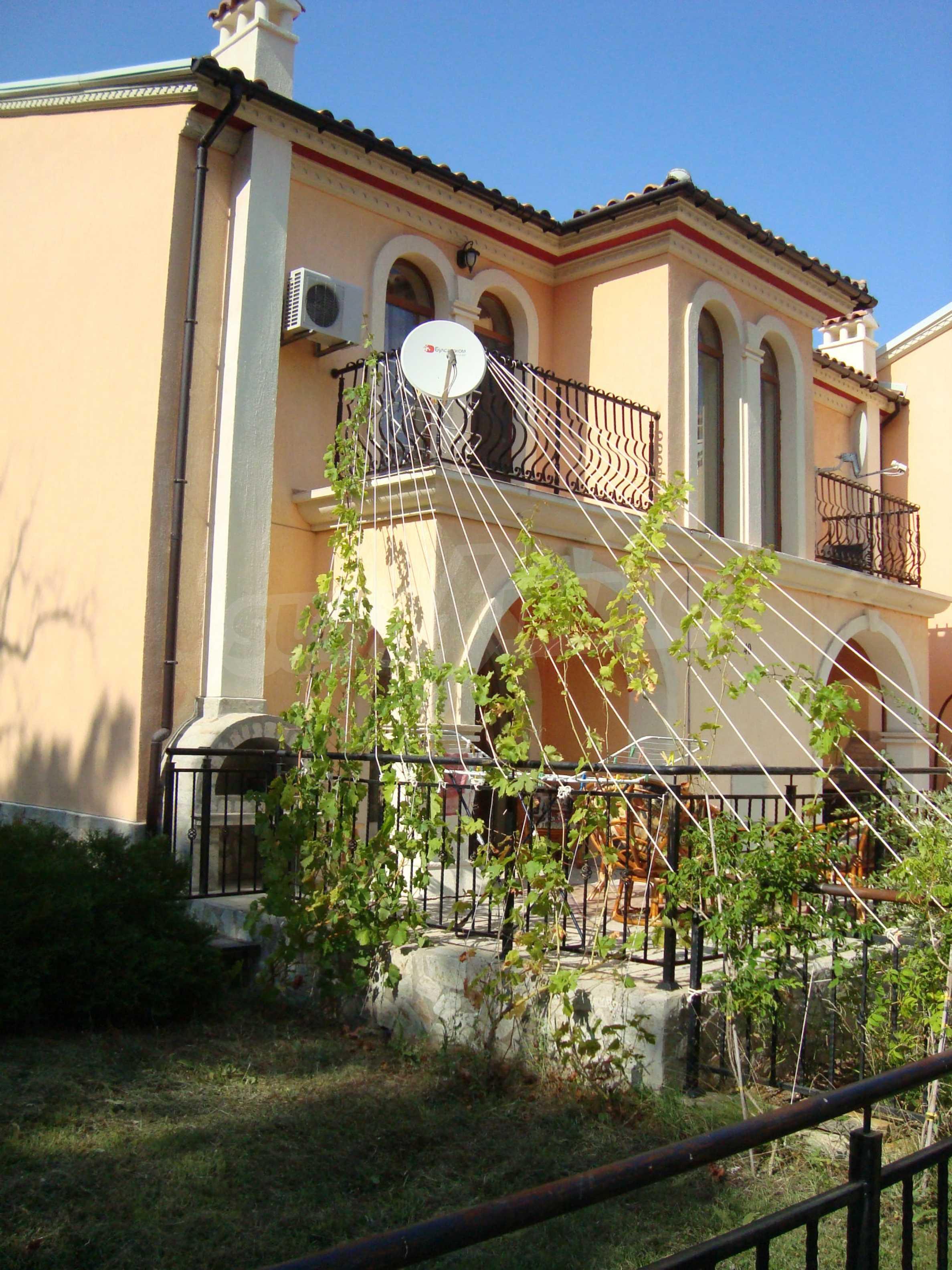 2-stöckige Villa zum Verkauf in Elenite Feriendorf, 4