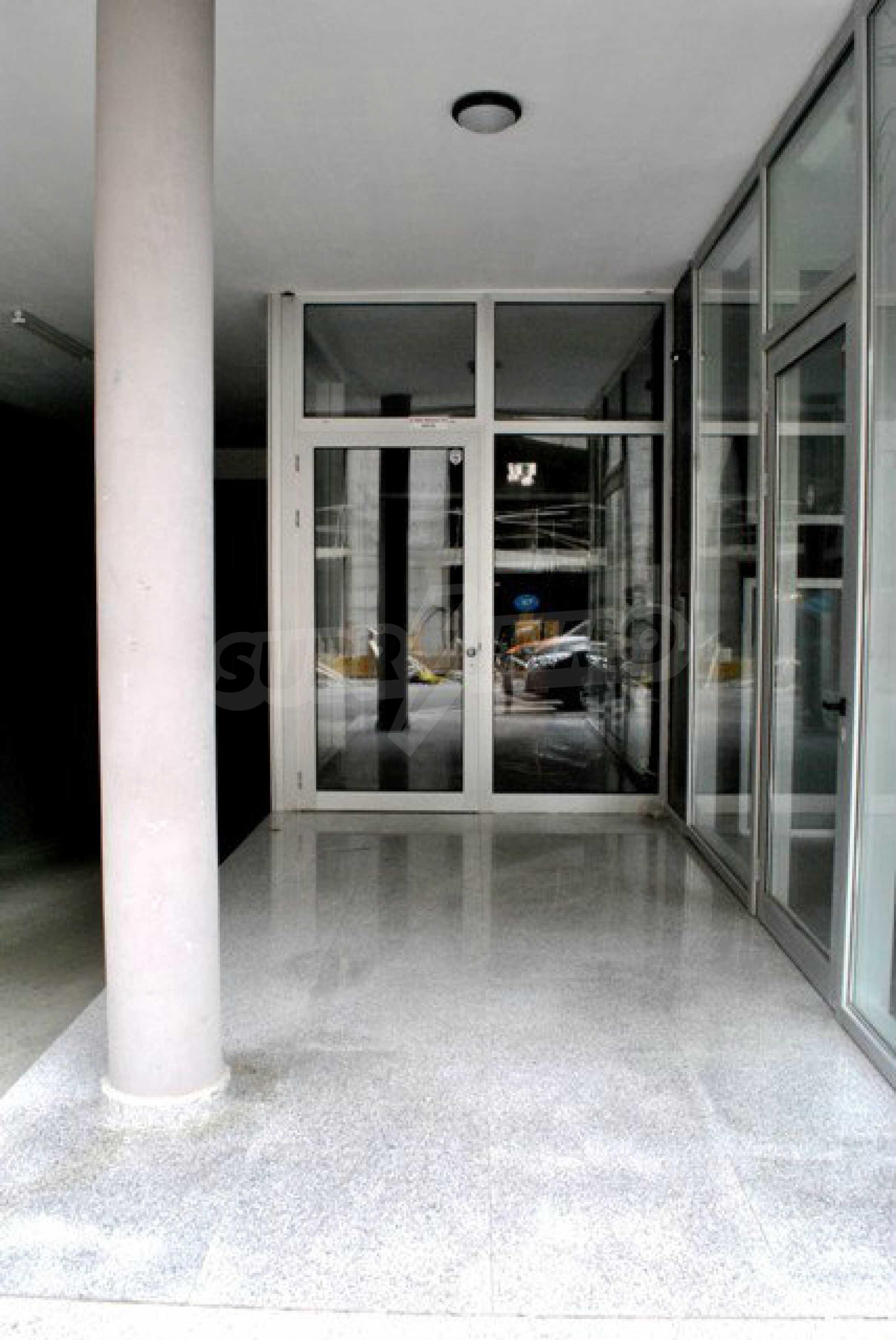 Geräumiges Büro in einem Luxusgebäude am Meer 12