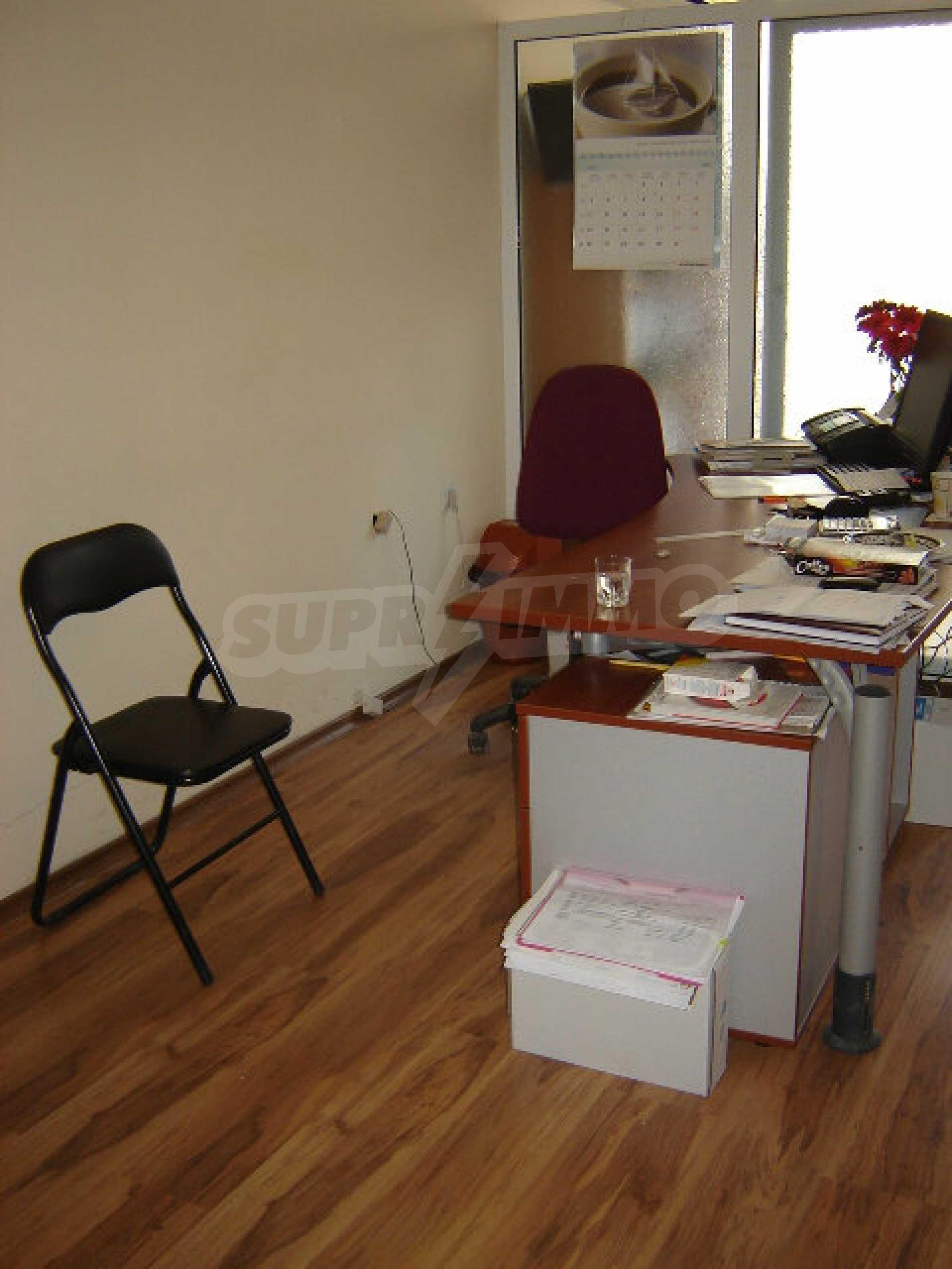Geräumiges Büro in einem Luxusgebäude am Meer 18