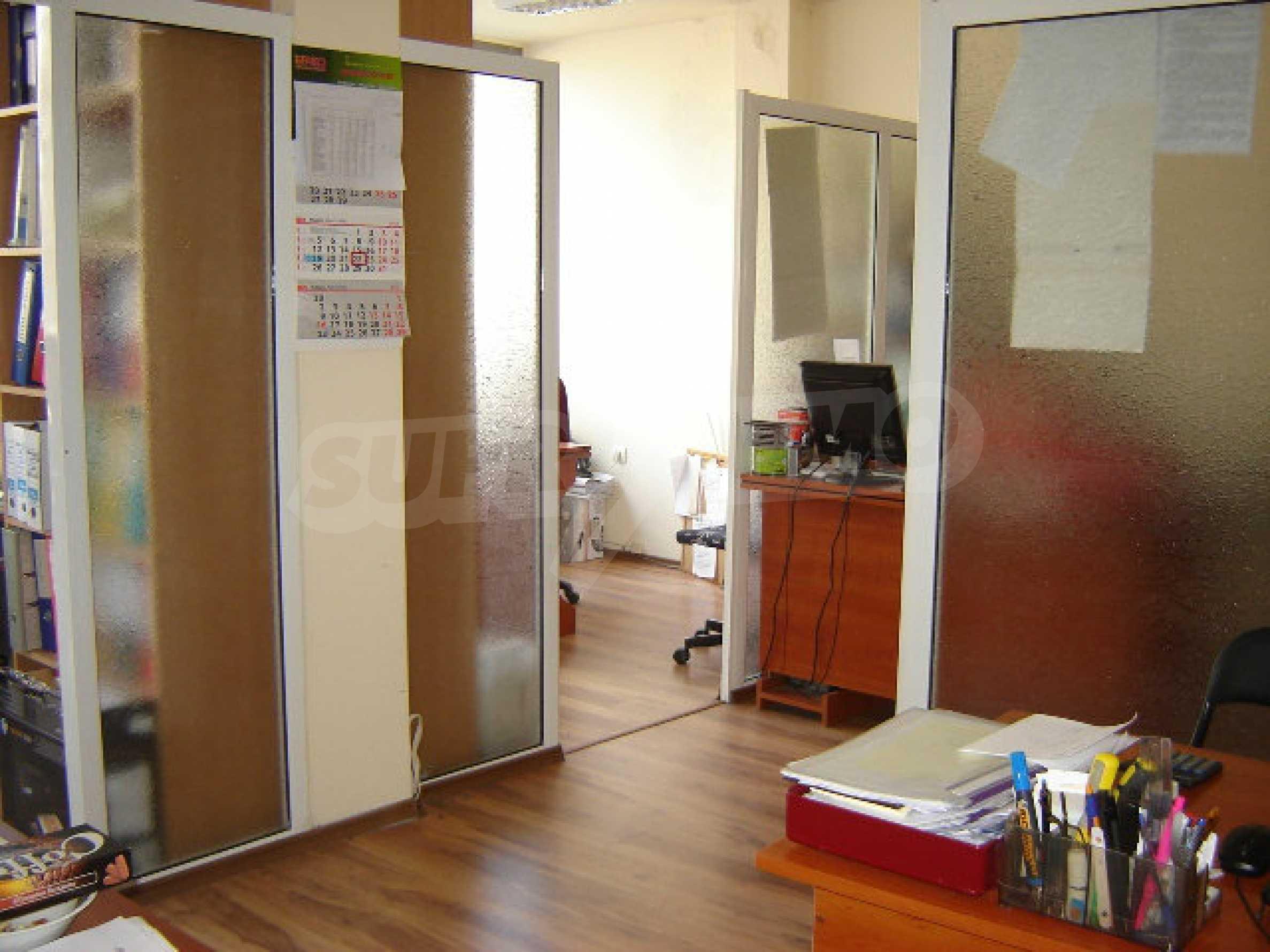 Geräumiges Büro in einem Luxusgebäude am Meer 20