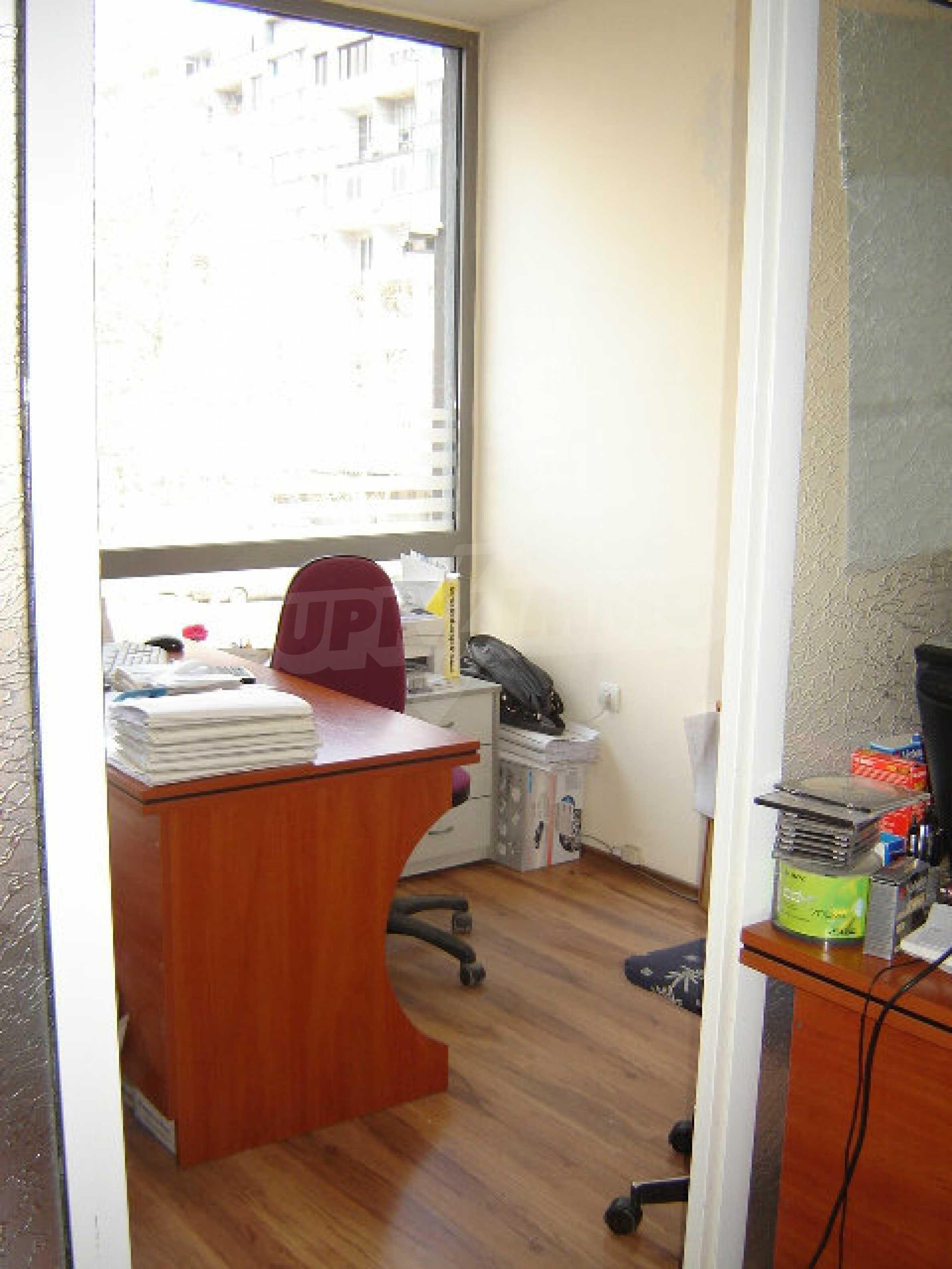 Geräumiges Büro in einem Luxusgebäude am Meer 21