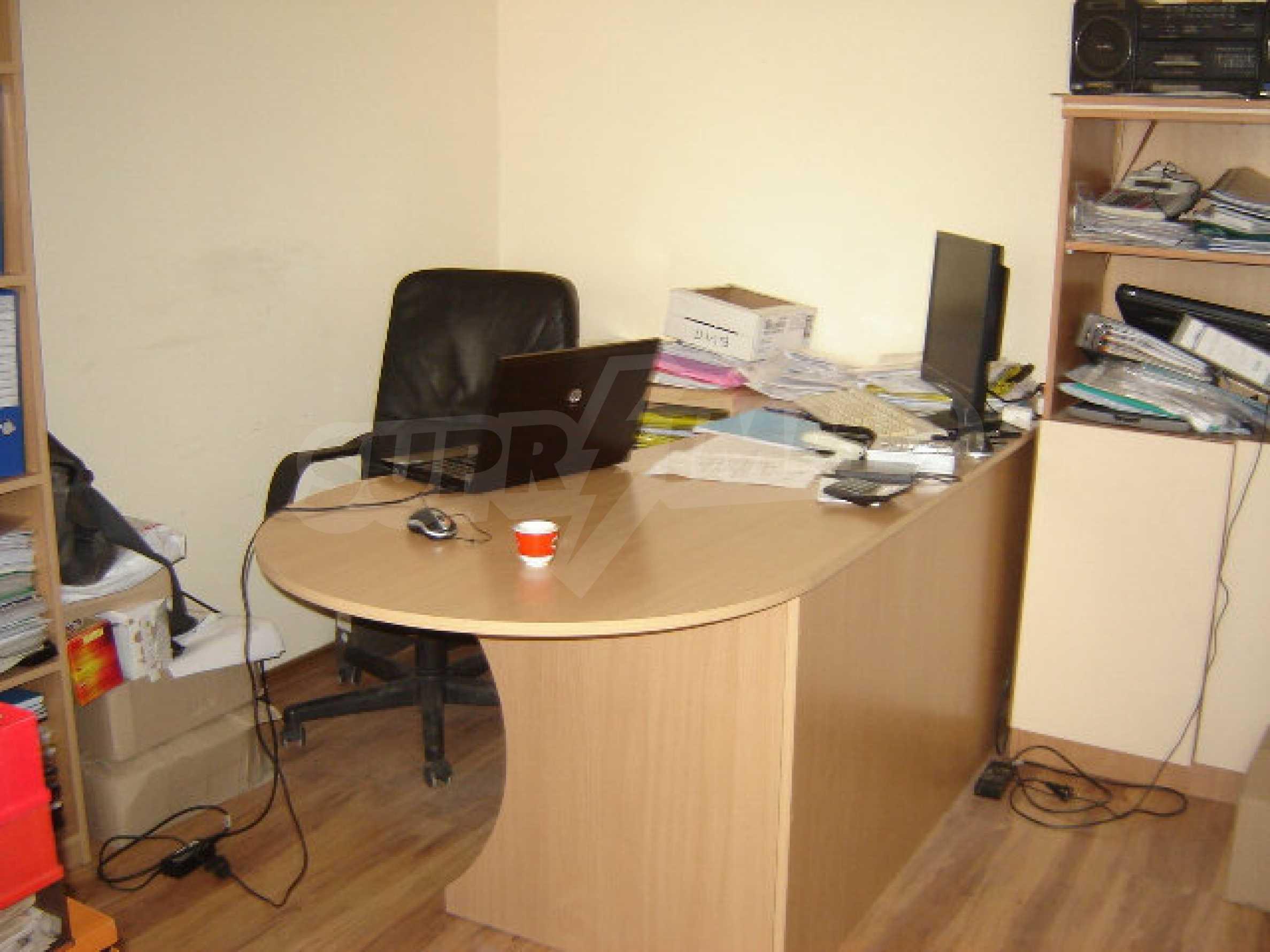 Geräumiges Büro in einem Luxusgebäude am Meer 22