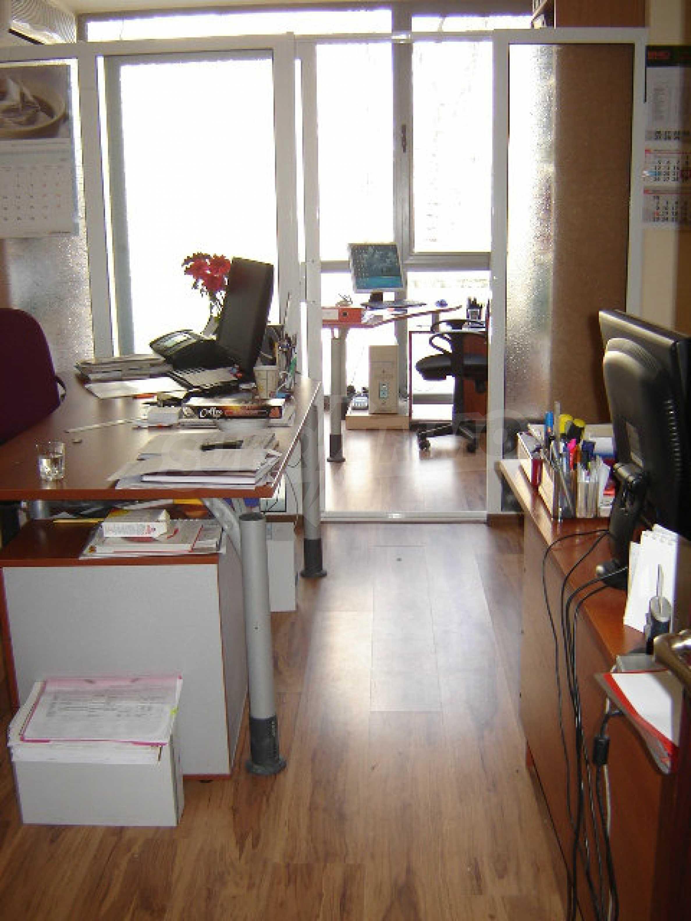 Geräumiges Büro in einem Luxusgebäude am Meer 23