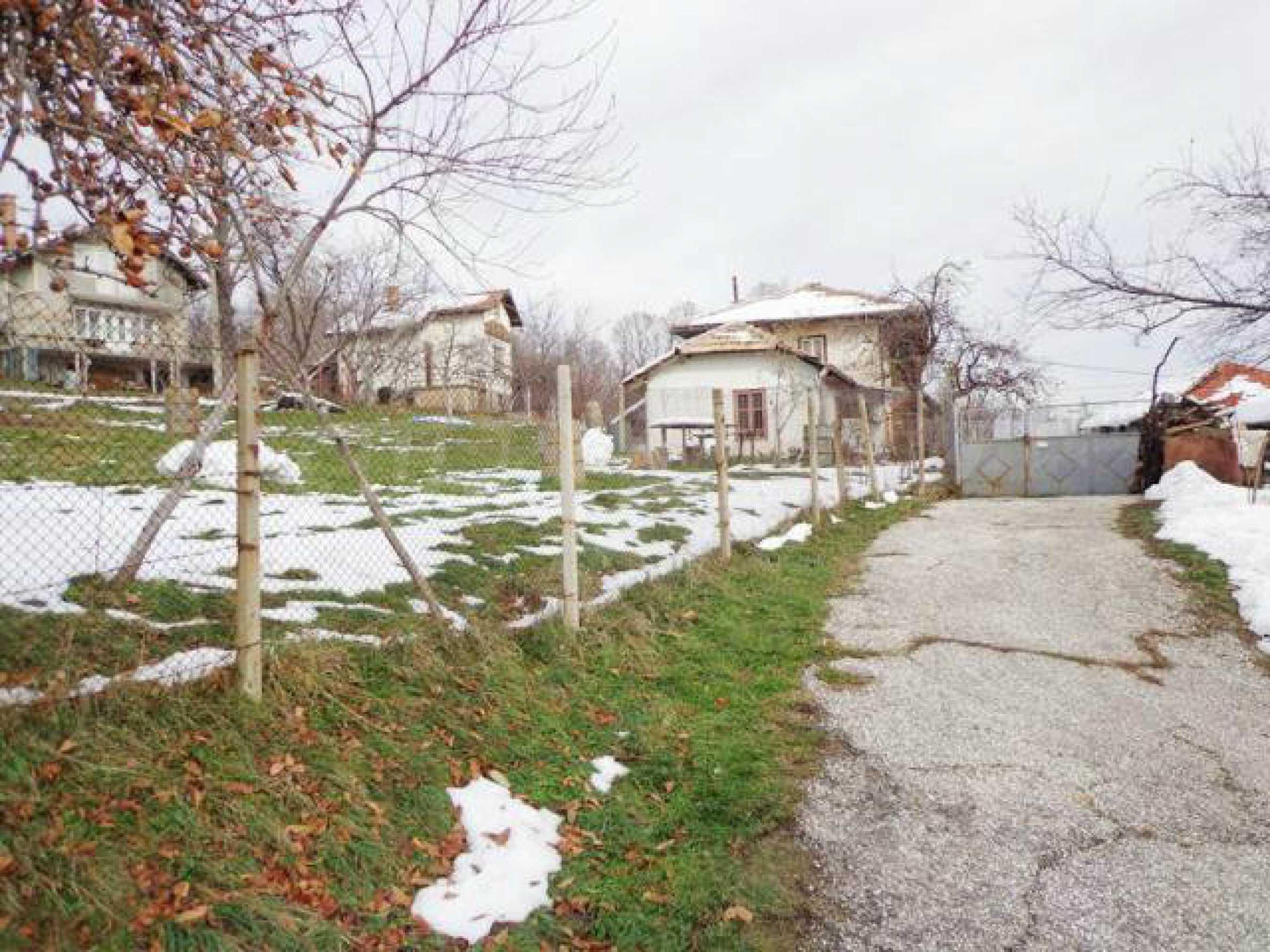 Grundstück zum Verkauf in einem Dorf 5 km von Tryavna entfernt 1