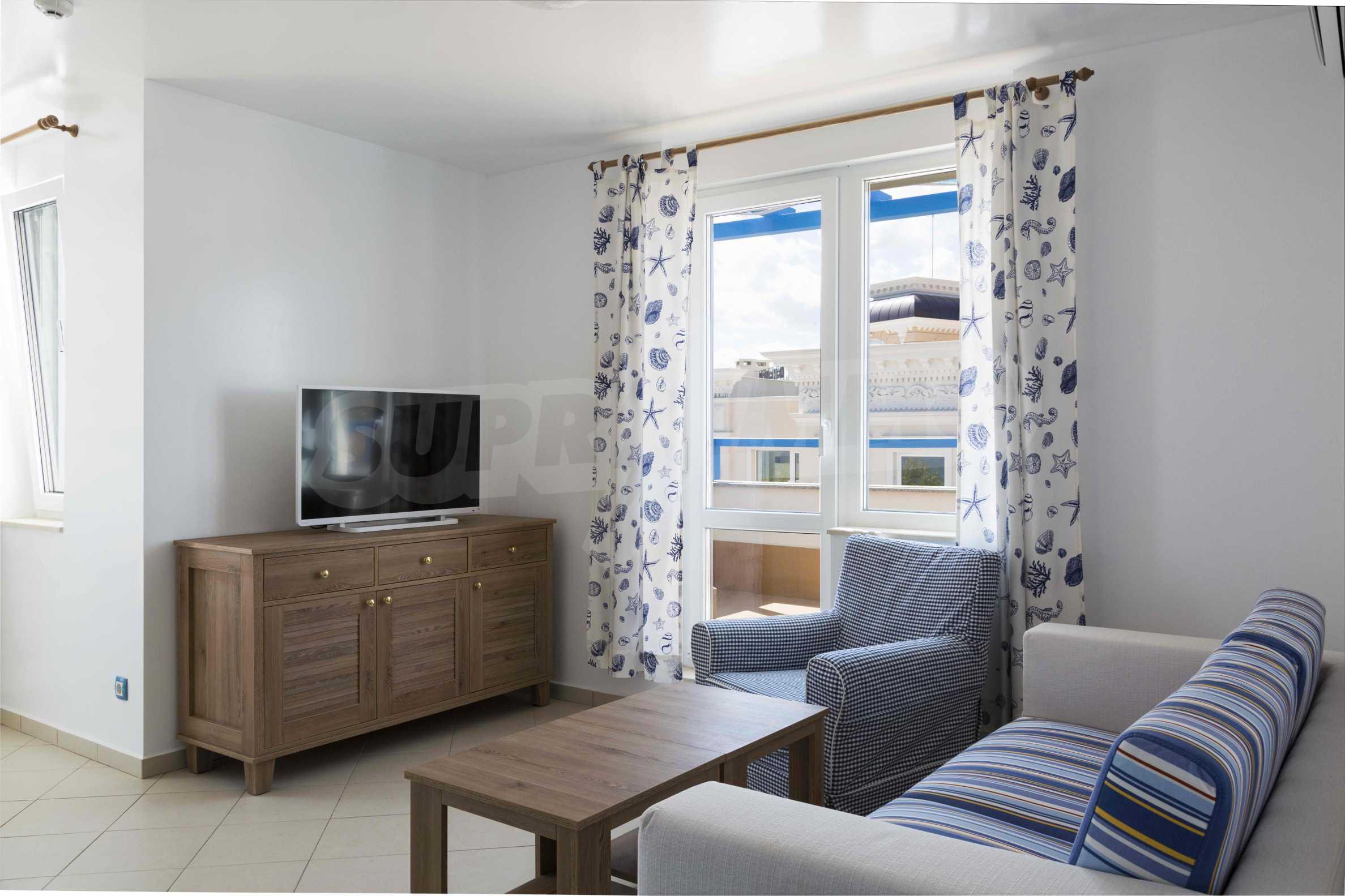 Стилен жилищен комплекс в непосредствена близост до плажа в Лозенец 11
