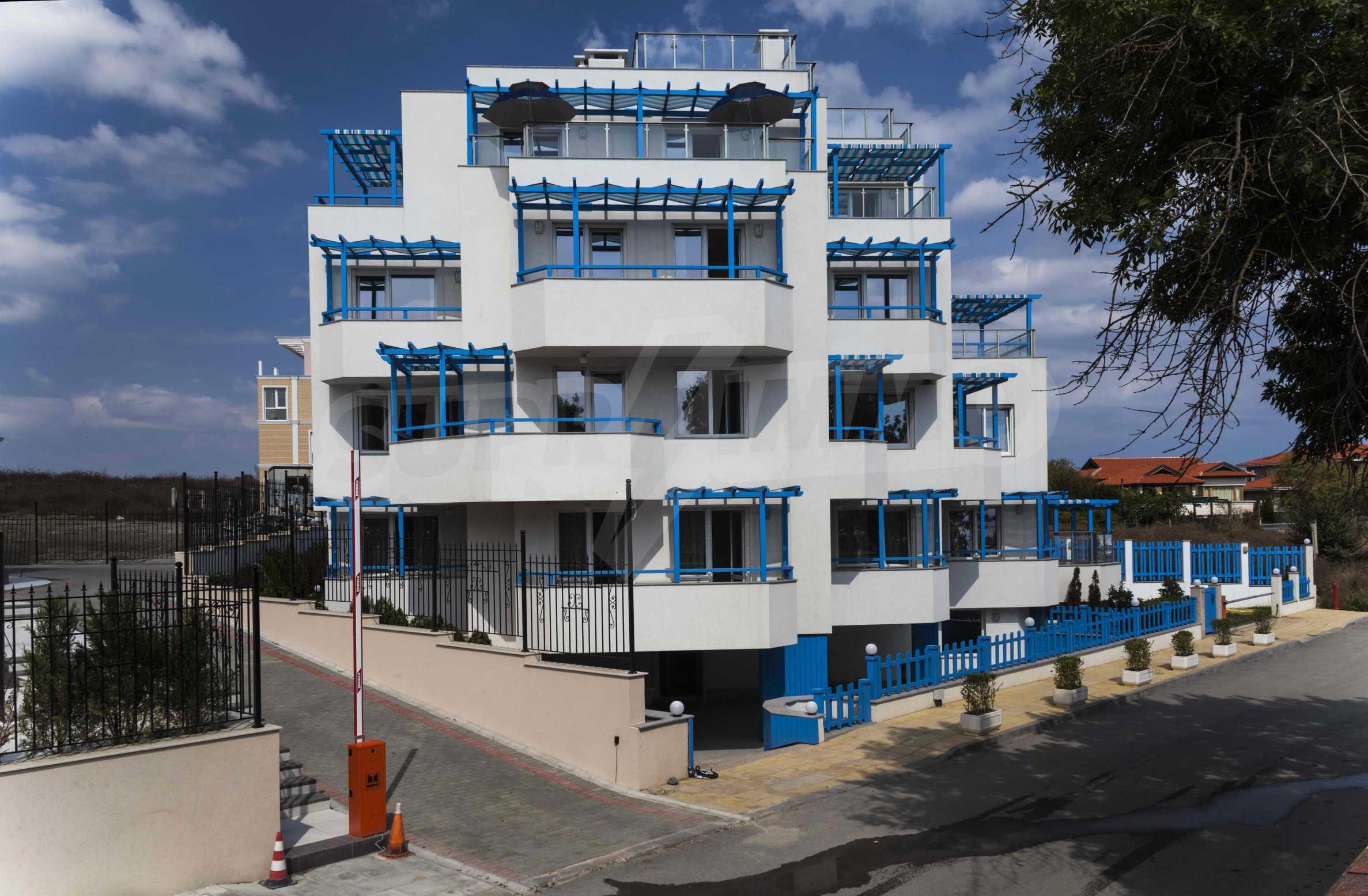 Стилен жилищен комплекс в непосредствена близост до плажа в Лозенец 1