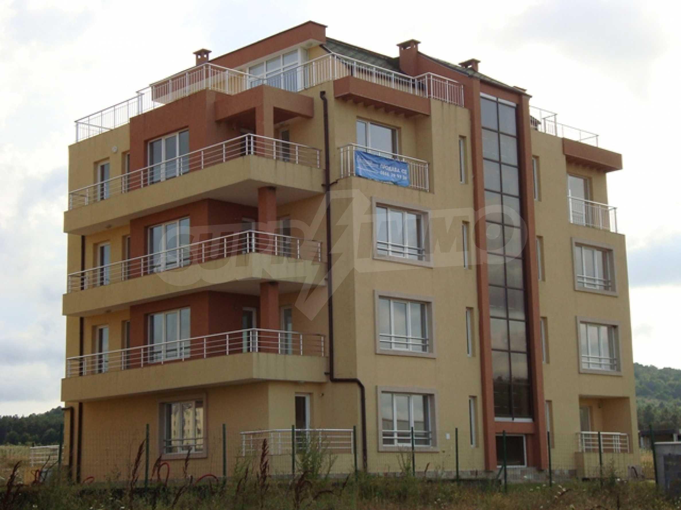 Апартаменти в нов комплекс до плажа и резерват Ропотамо в Приморско 1
