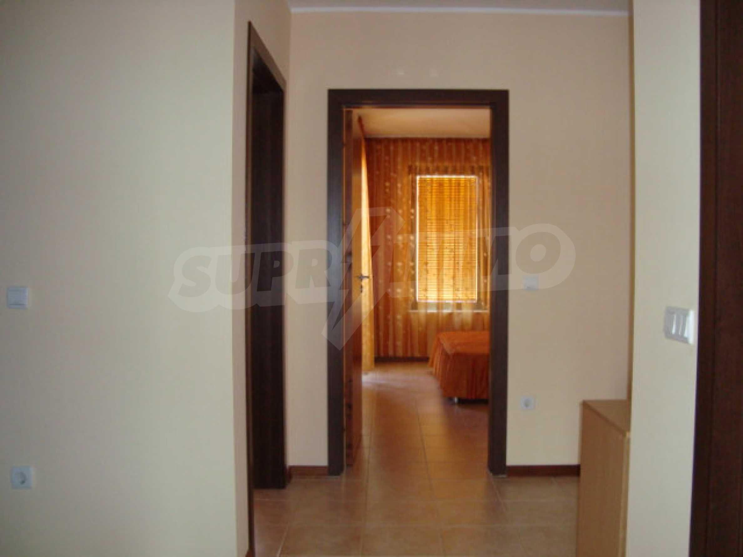 Luxus-Apartment mit zwei Schlafzimmern in einem ausgezeichneten Komplex in Chernomorets 4