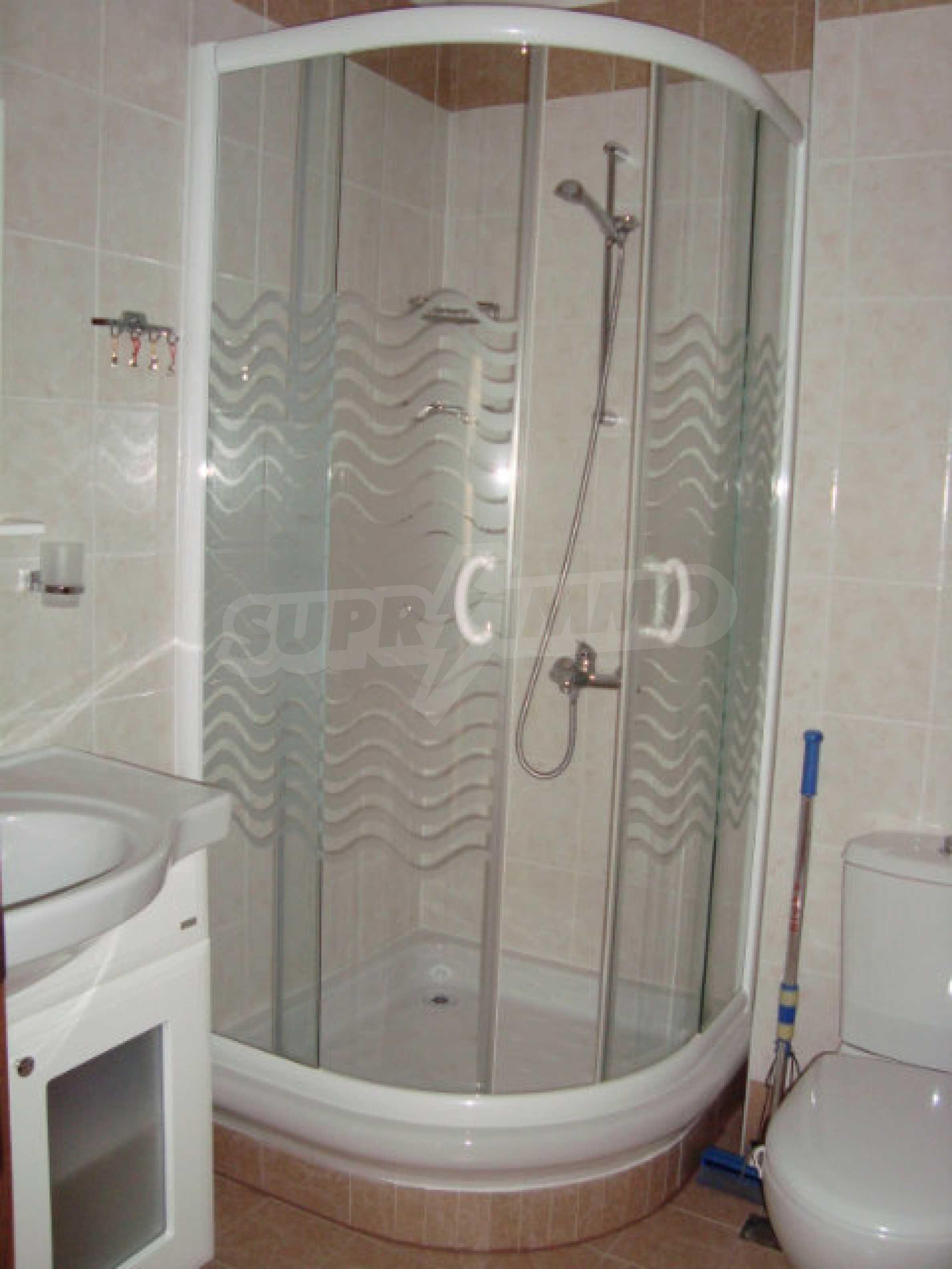 Luxus-Apartment mit zwei Schlafzimmern in einem ausgezeichneten Komplex in Chernomorets 15