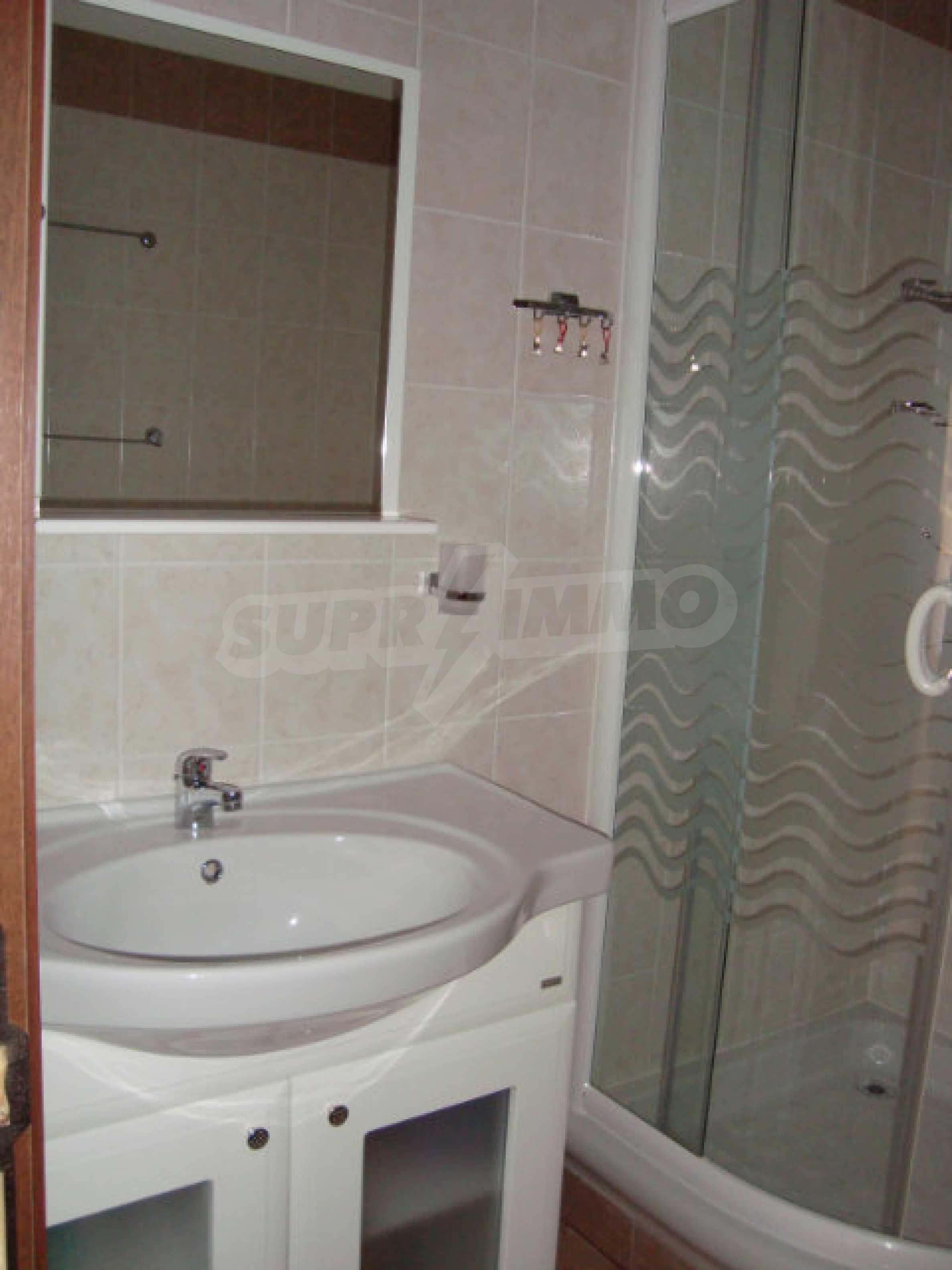 Luxus-Apartment mit zwei Schlafzimmern in einem ausgezeichneten Komplex in Chernomorets 16