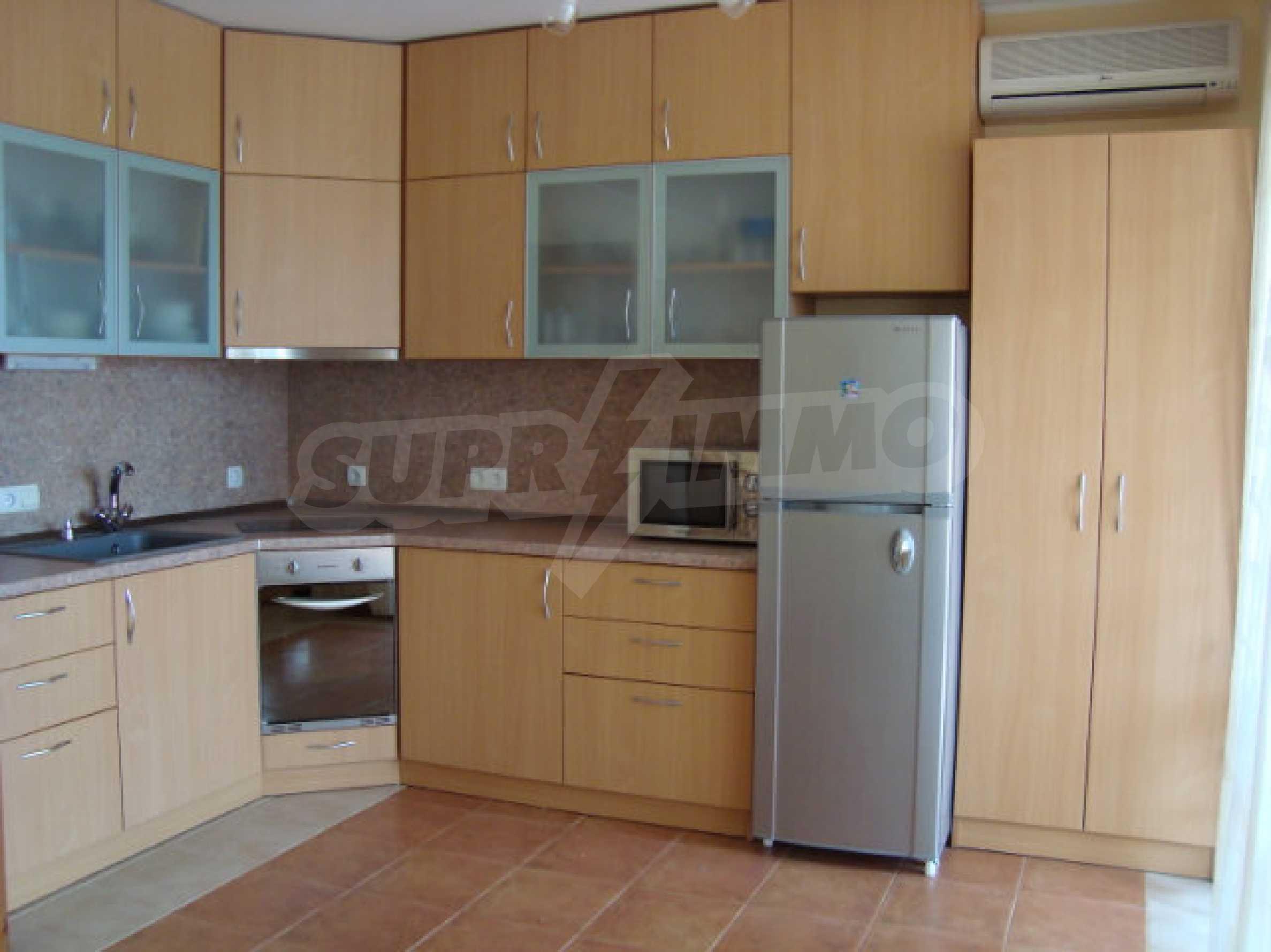 Luxus-Apartment mit zwei Schlafzimmern in einem ausgezeichneten Komplex in Chernomorets 8