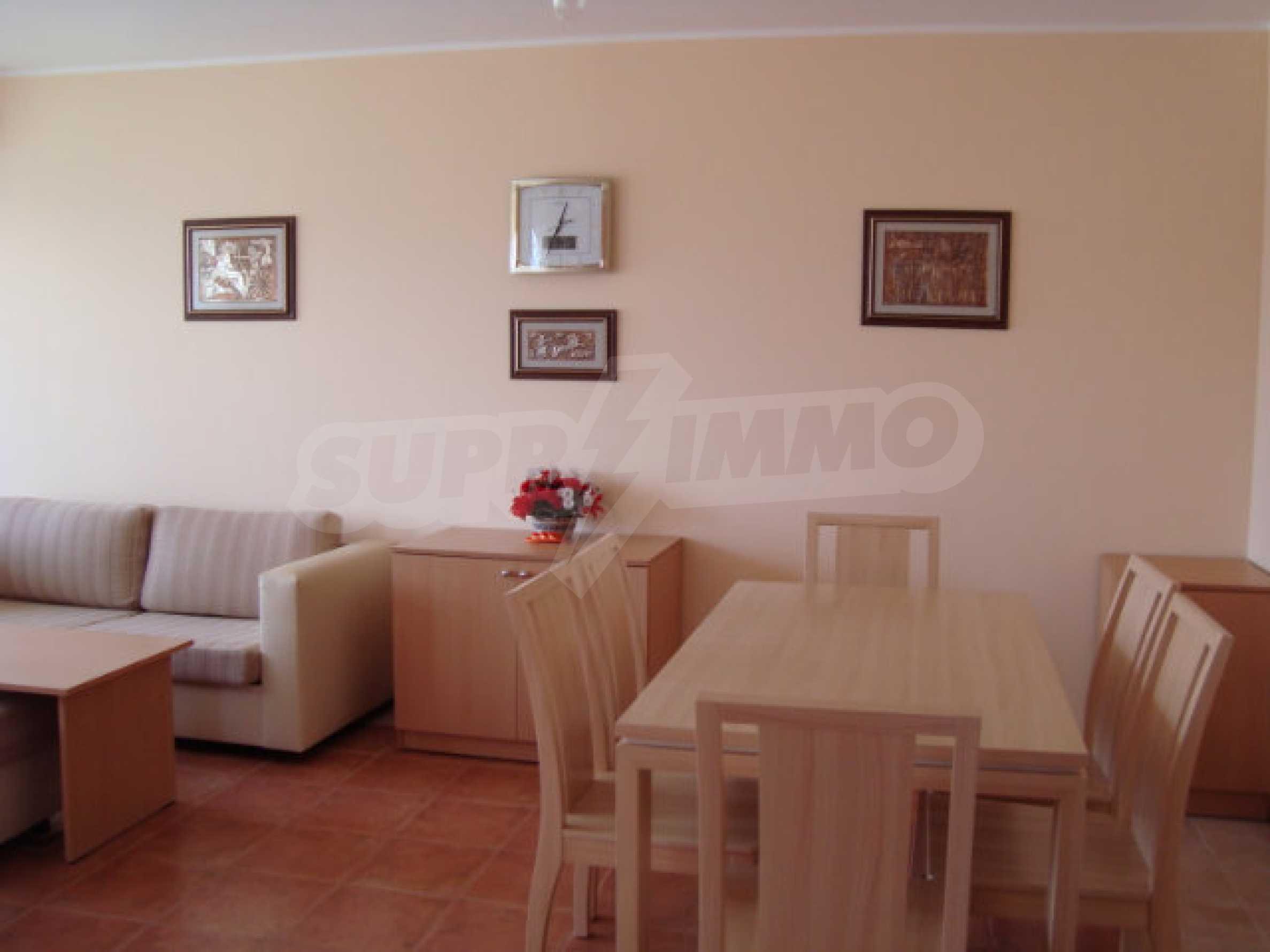 Luxus-Apartment mit zwei Schlafzimmern in einem ausgezeichneten Komplex in Chernomorets 10
