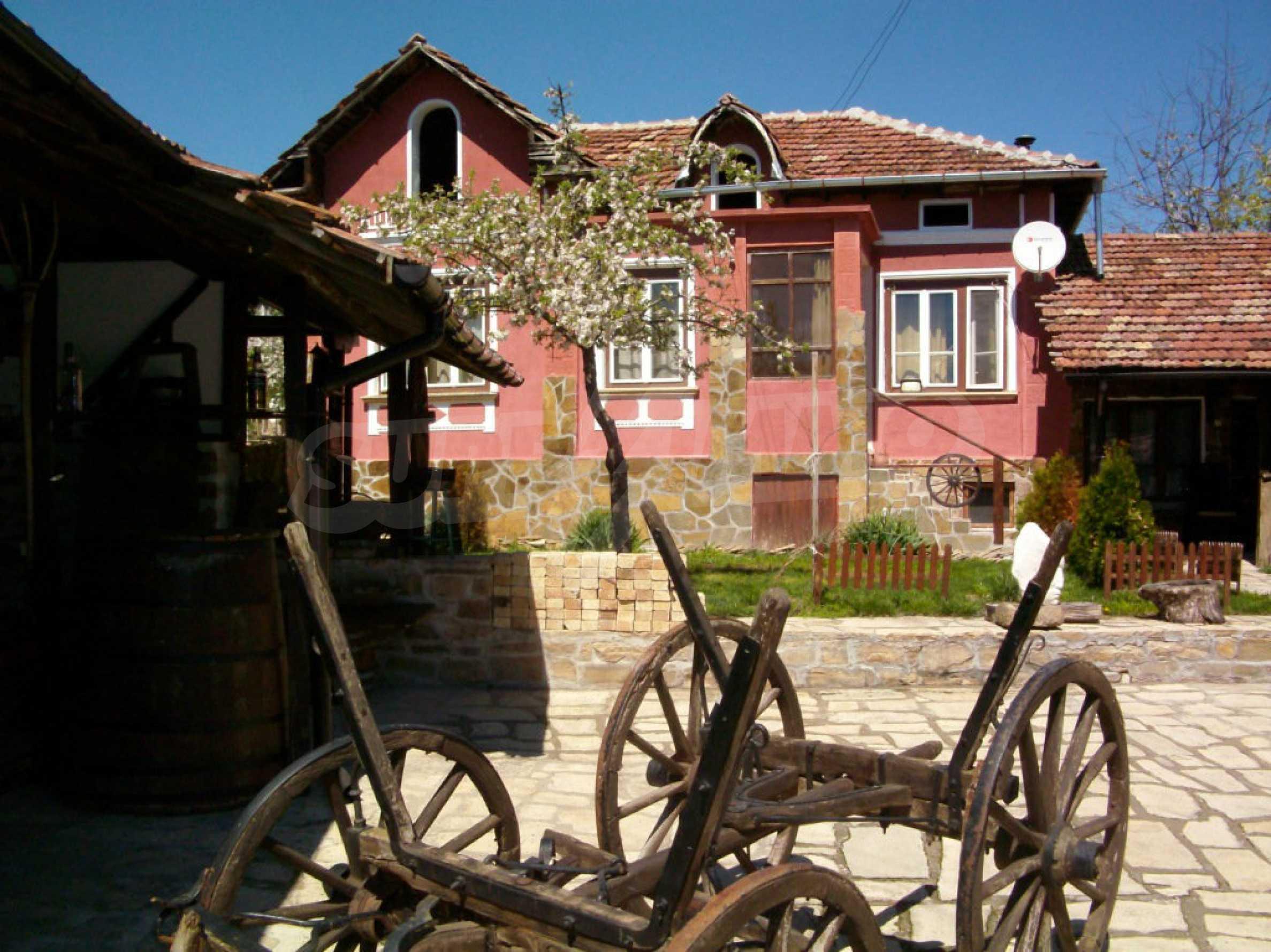 Vollständig möbliertes Anwesen im erhaltenen traditionellen bulgarischen Stil