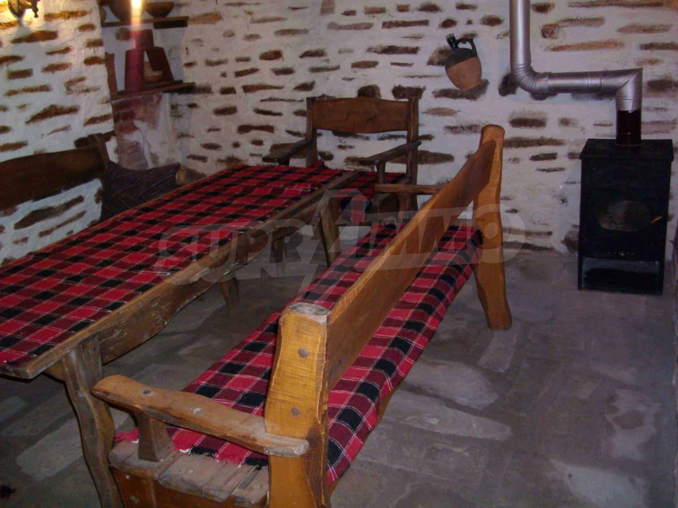 Vollständig möbliertes Anwesen im erhaltenen traditionellen bulgarischen Stil 11