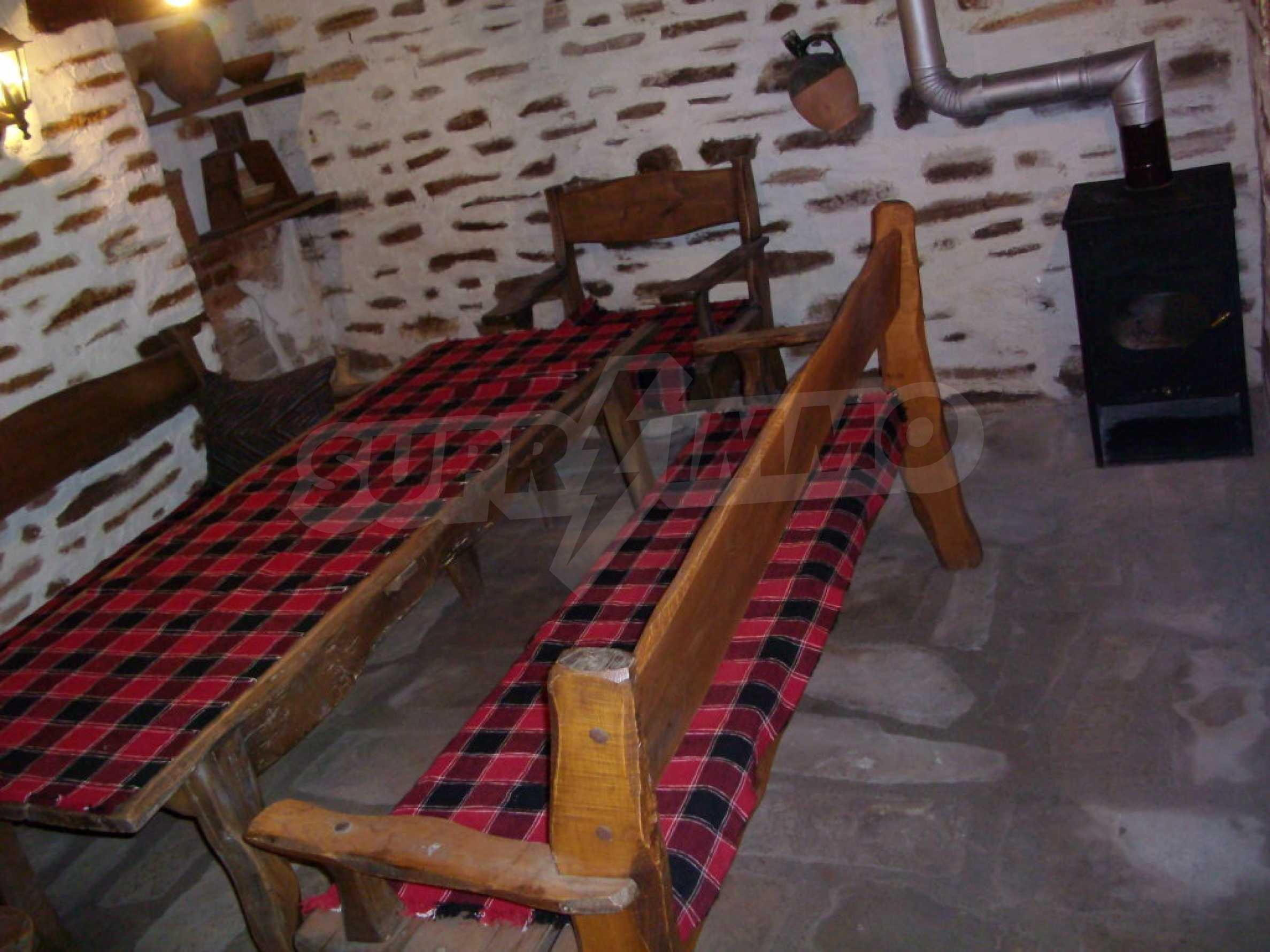 Vollständig möbliertes Anwesen im erhaltenen traditionellen bulgarischen Stil 12
