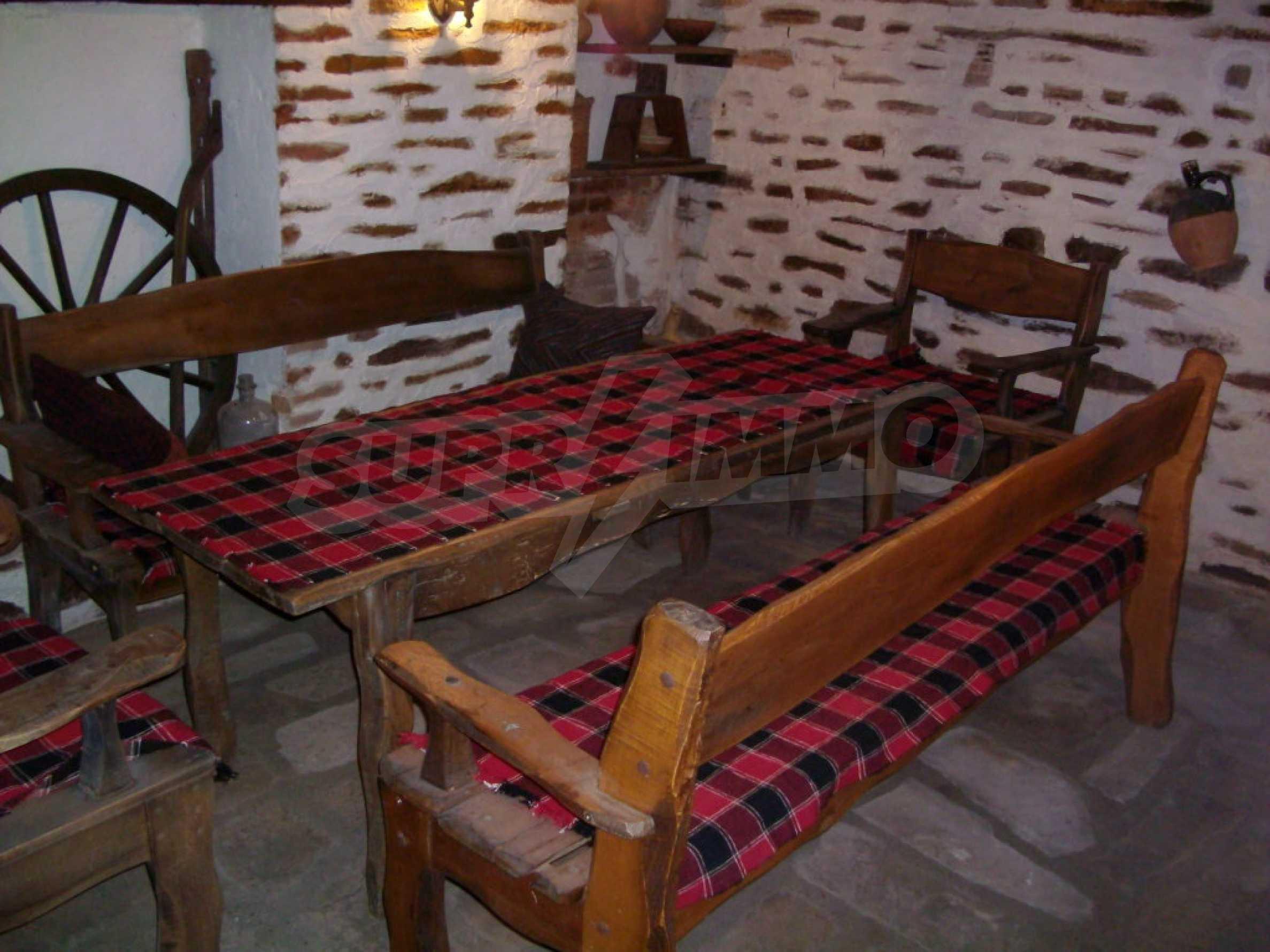 Vollständig möbliertes Anwesen im erhaltenen traditionellen bulgarischen Stil 13